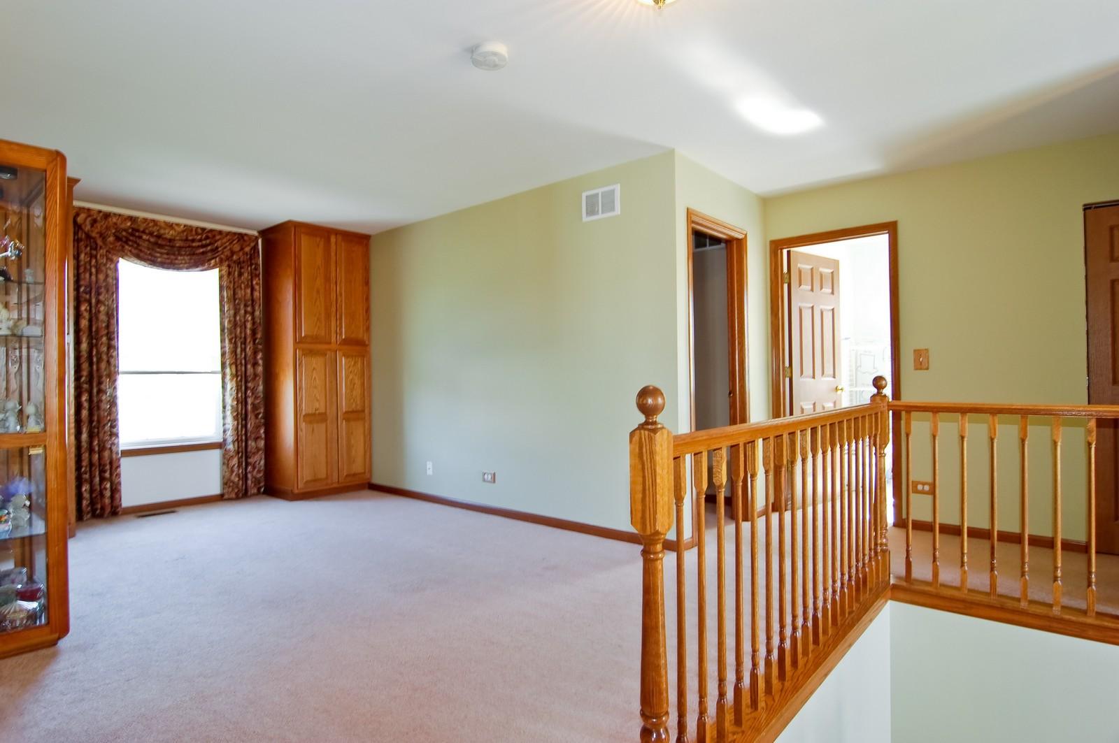 Real Estate Photography - 115 Buckskin Lane, Streamwood, IL, 60107 - Loft
