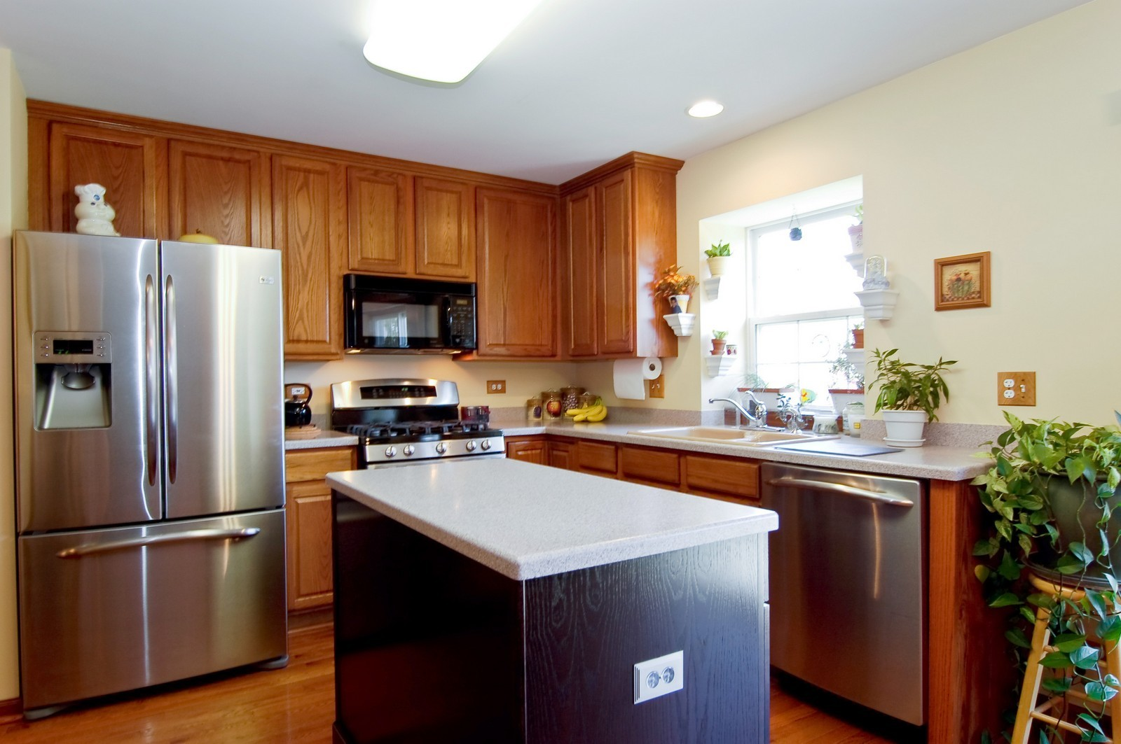 Real Estate Photography - 115 Buckskin Lane, Streamwood, IL, 60107 - Kitchen