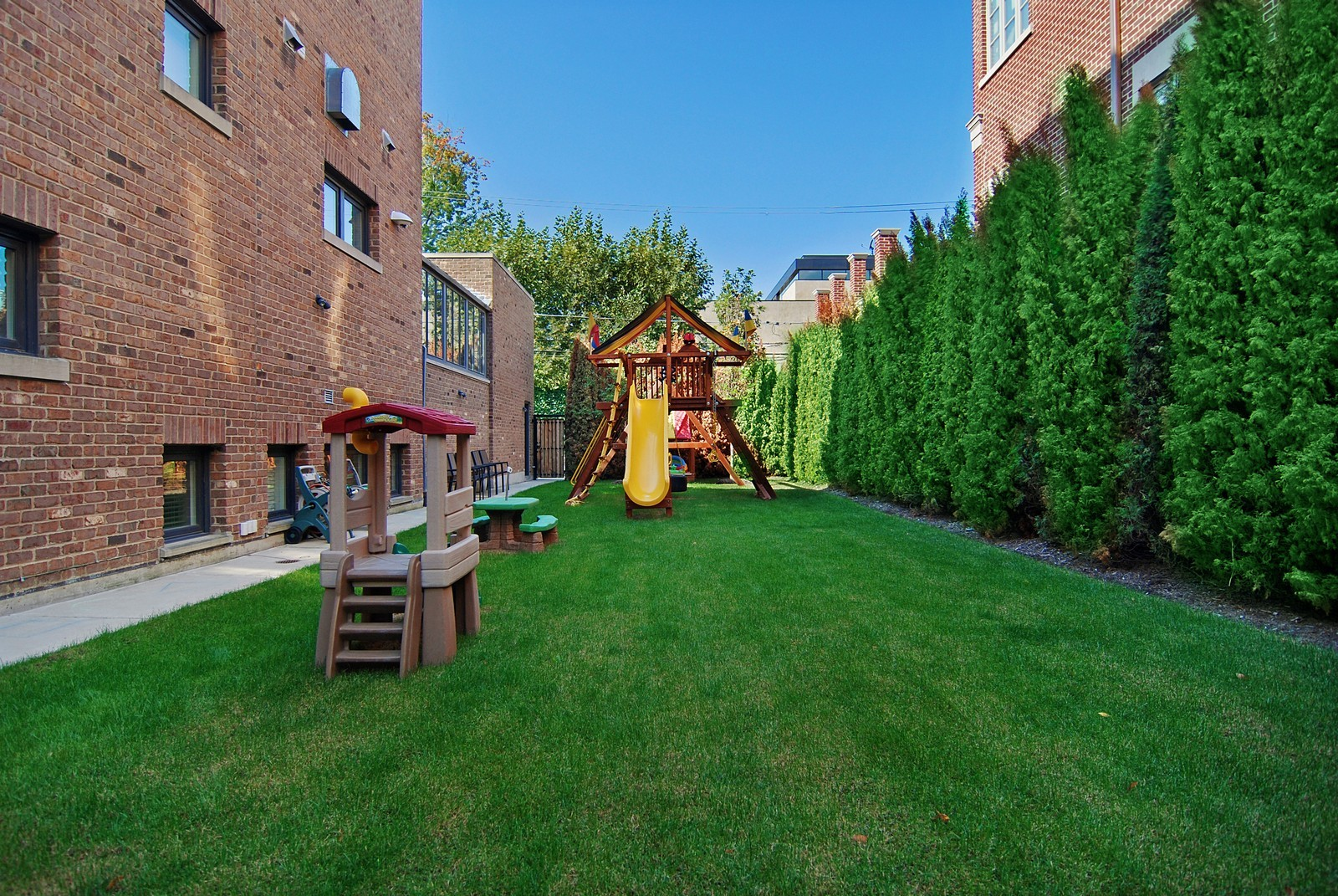 Real Estate Photography - 1866 N Howe, Chicago, IL, 60614 - Side Yard