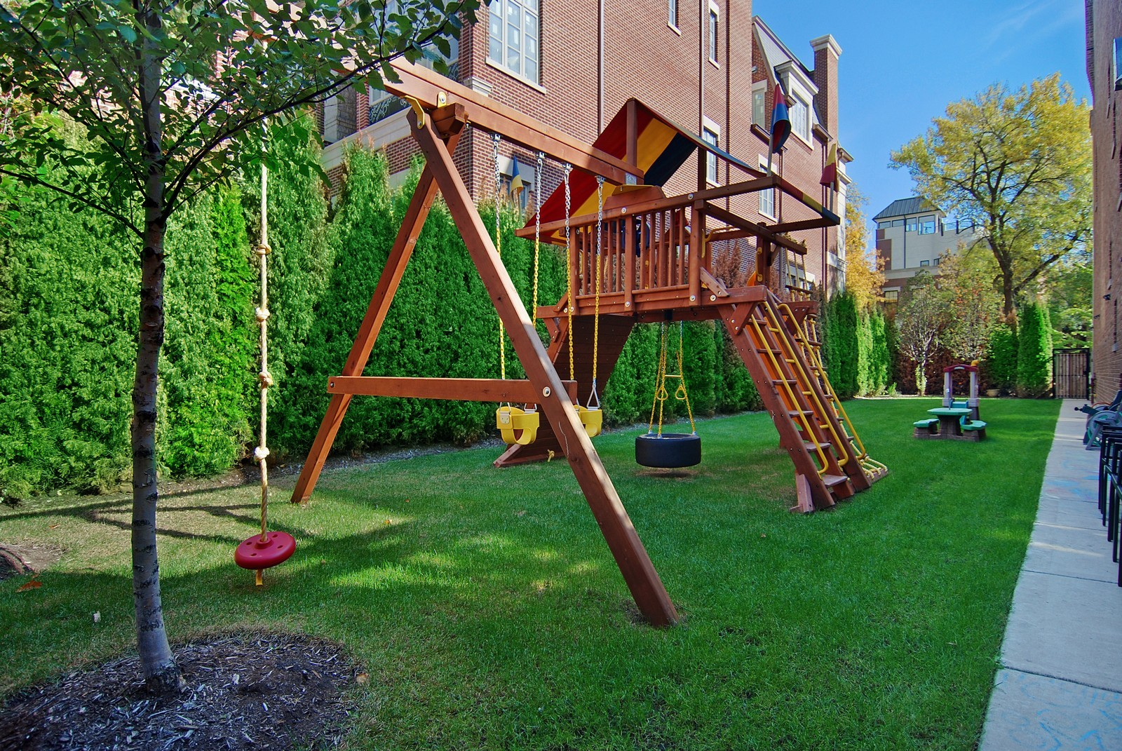 Real Estate Photography - 1866 N Howe, Chicago, IL, 60614 - Side Yard, Another View