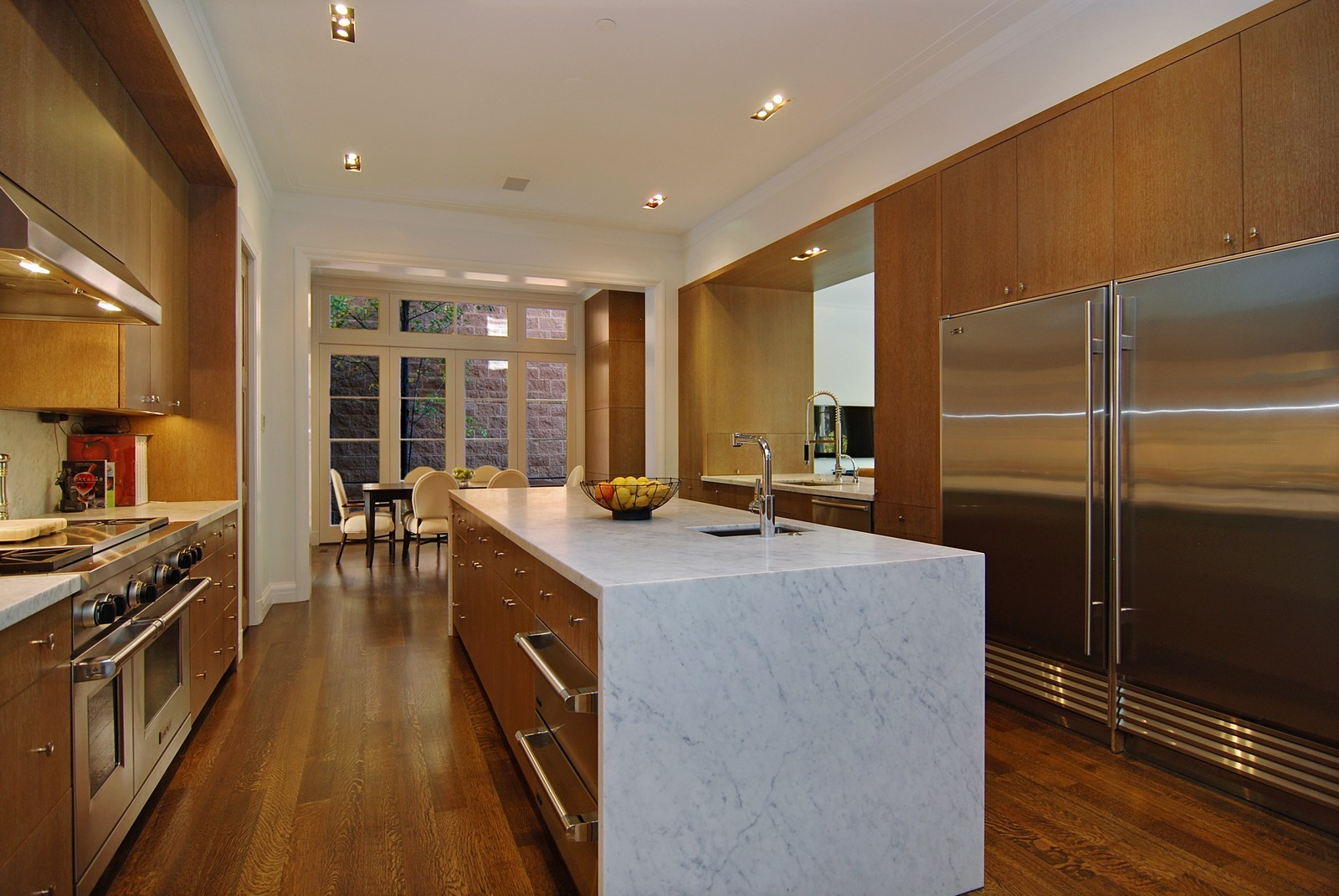 Real Estate Photography - 1866 N Howe, Chicago, IL, 60614 - Kitchen