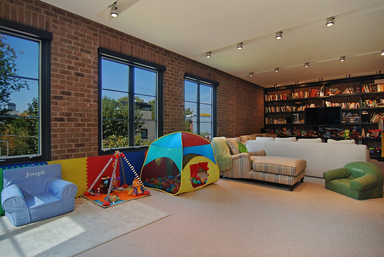 Real Estate Photography - 1866 N Howe, Chicago, IL, 60614 - Play / Recreational Room