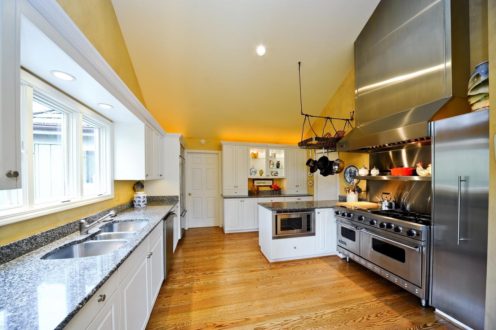 Real Estate Photography - 55 Greenwich Court, Lake Bluff, IL, 60044 - Kitchen