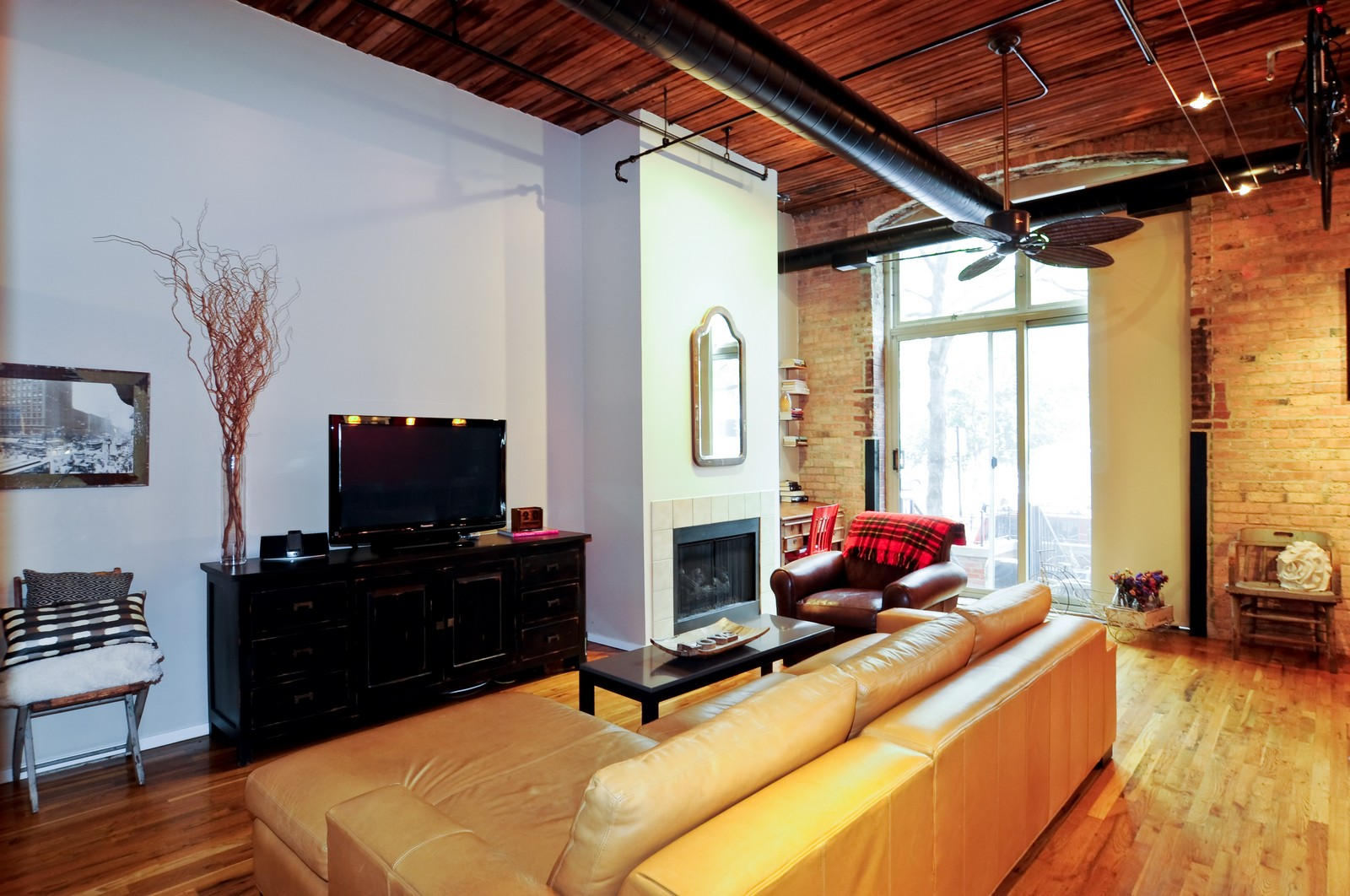 Real Estate Photography - 550 N Kingsbury, Unit 113, Chicago, IL, 60654 - Living Room