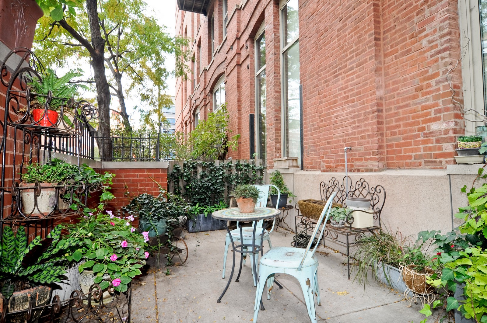 Real Estate Photography - 550 N Kingsbury, Unit 113, Chicago, IL, 60654 - Patio