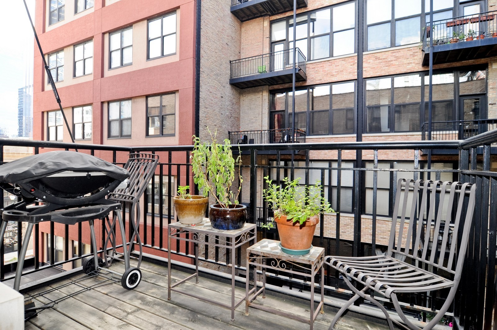 Real Estate Photography - 226 N Clinton, Apt 427, Chicago, IL, 60661 - Terrace