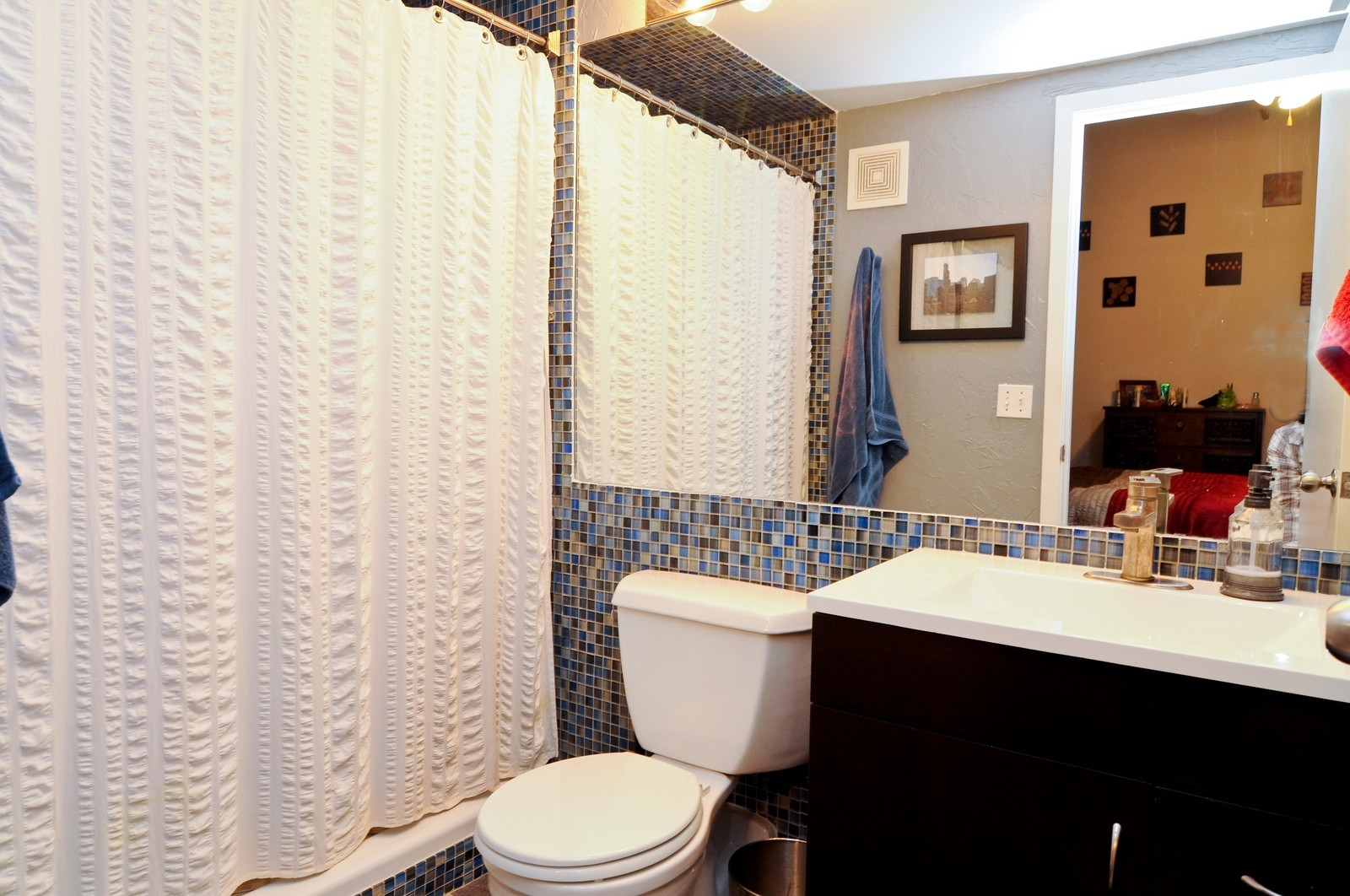 Real Estate Photography - 226 N Clinton, Apt 427, Chicago, IL, 60661 - Master Bathroom