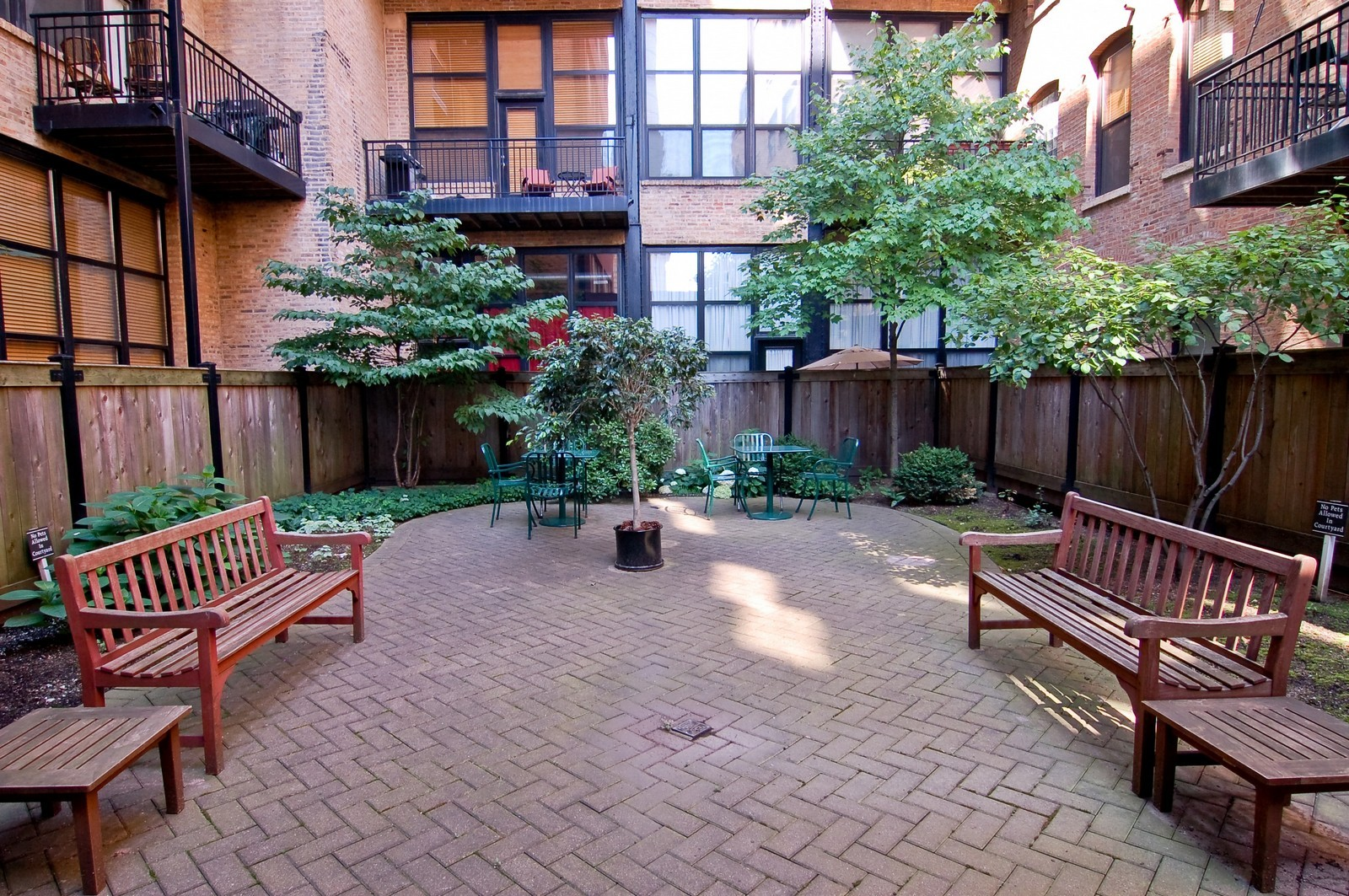 Real Estate Photography - 226 N Clinton, Apt 427, Chicago, IL, 60661 - Courtyard