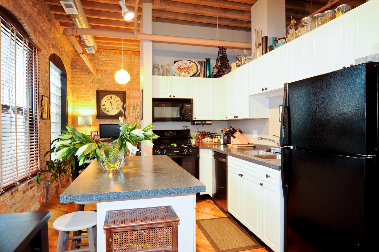 Real Estate Photography - 226 N Clinton, Apt 427, Chicago, IL, 60661 - Kitchen