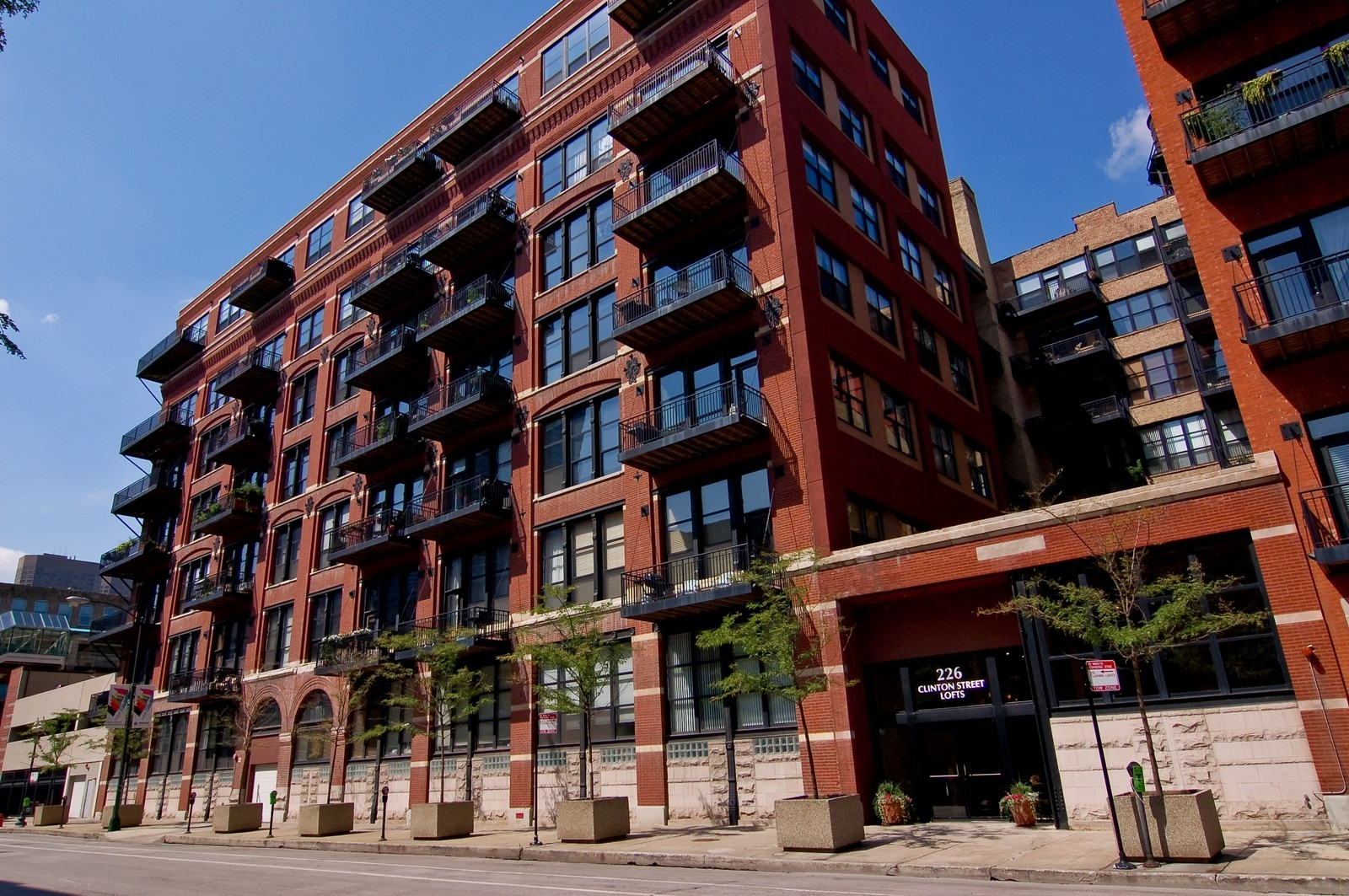 Real Estate Photography - 226 N Clinton, Apt 427, Chicago, IL, 60661 - Front View