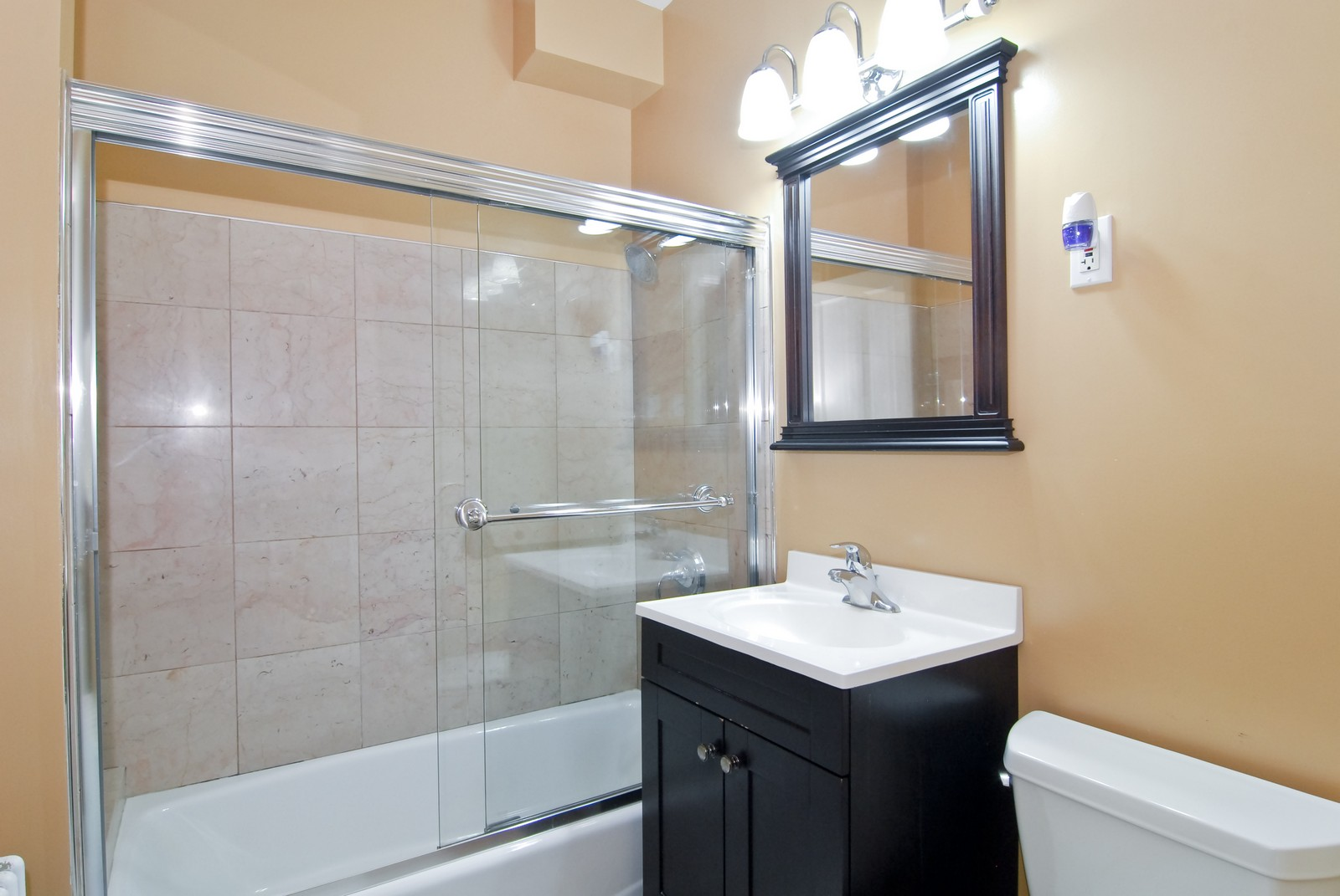 Real Estate Photography - 2842 N Keating, Chicago, IL, 60641 - Bathroom