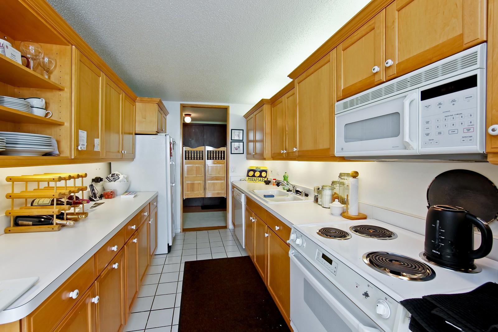 Real Estate Photography - 360 Randolph, Unit 3602, Chicago, IL, 60601 - Kitchen