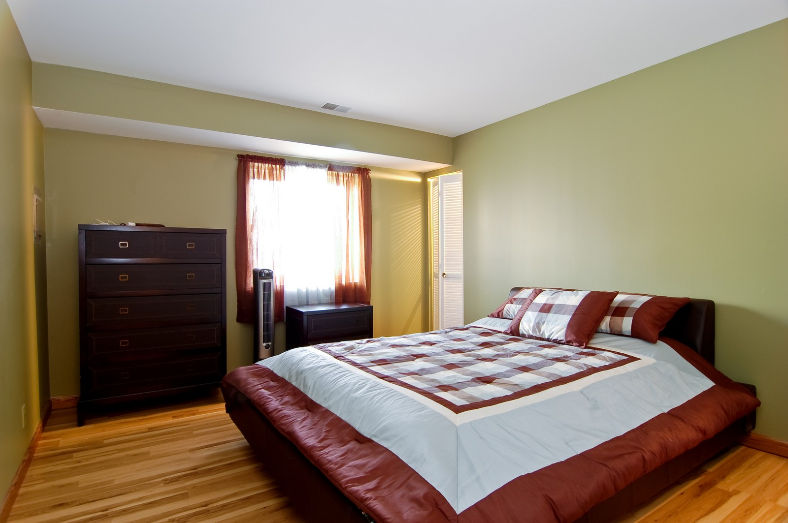 Real Estate Photography - 640 Perrie Dr, Unit 301, Elk Grove Village, IL, 60007 - Master Bedroom