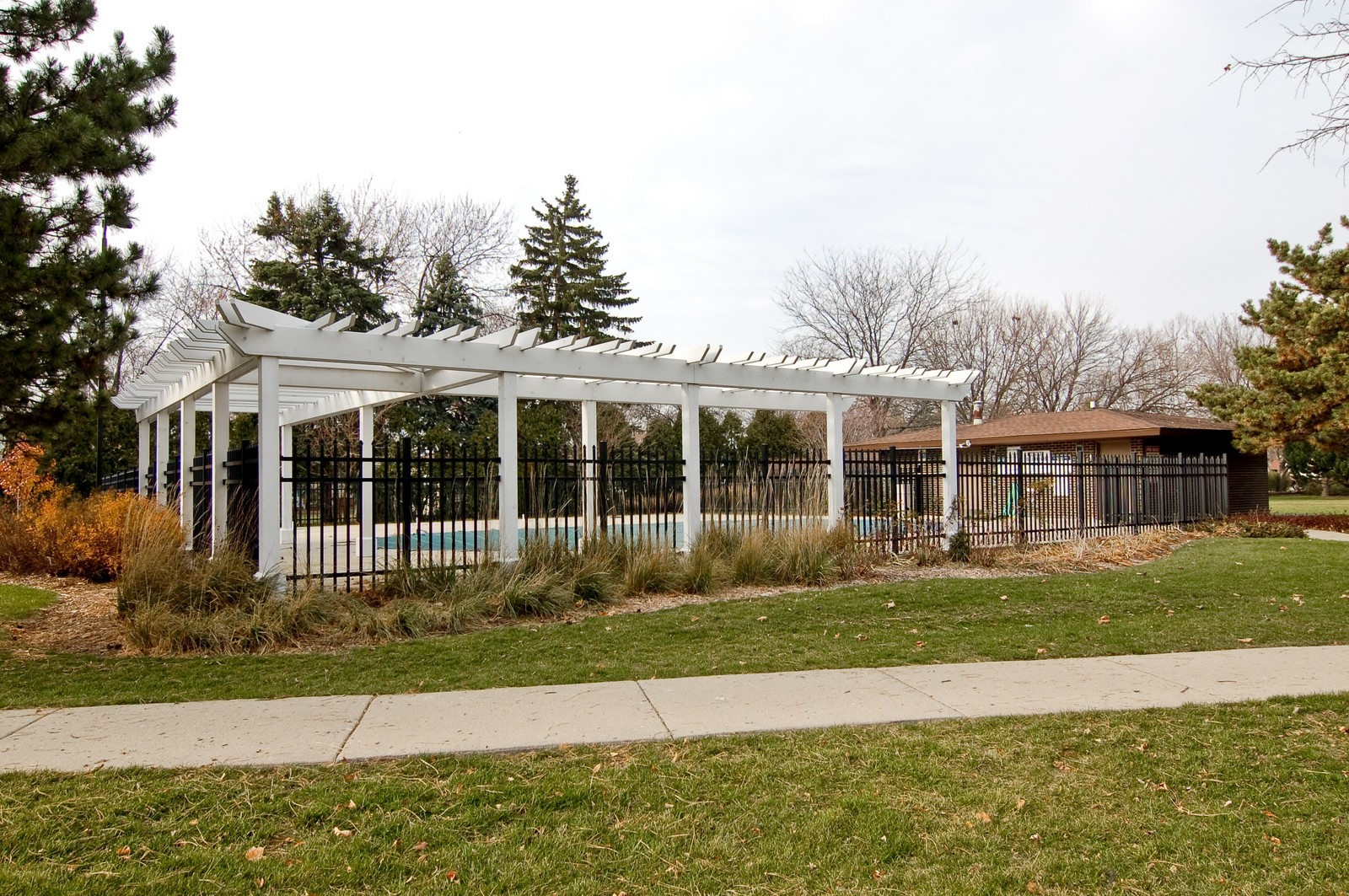 Real Estate Photography - 640 Perrie Dr, Unit 301, Elk Grove Village, IL, 60007 - Pool