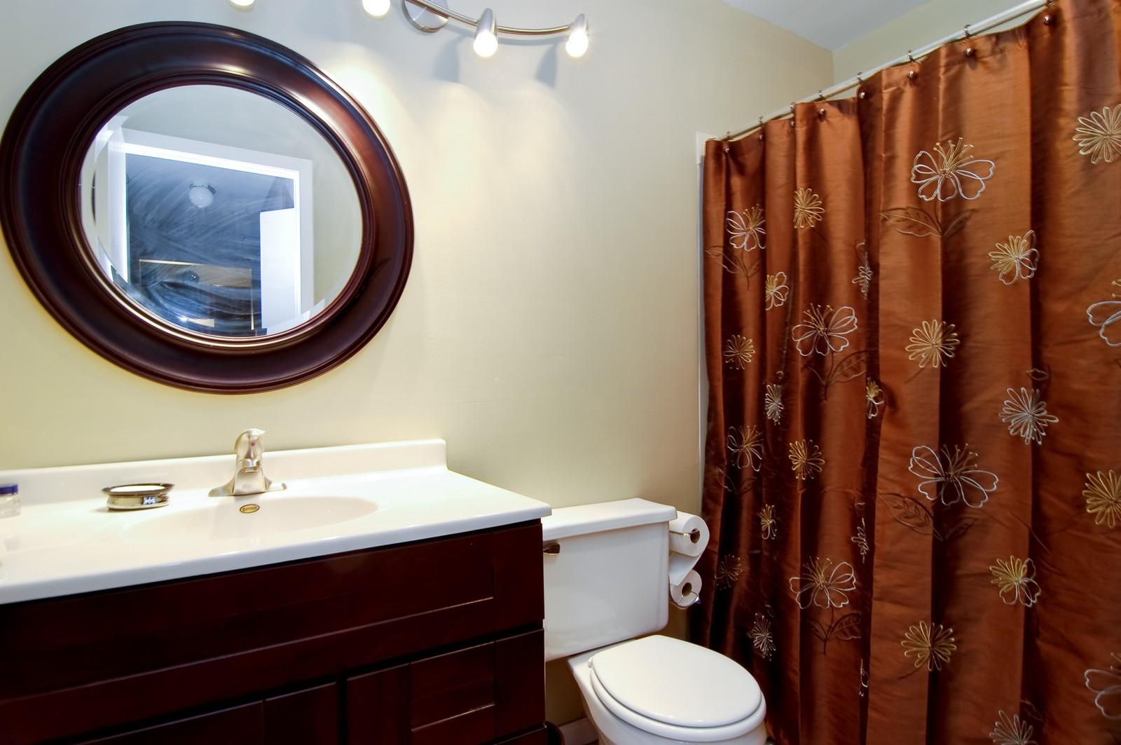 Real Estate Photography - 640 Perrie Dr, Unit 301, Elk Grove Village, IL, 60007 - Bathroom