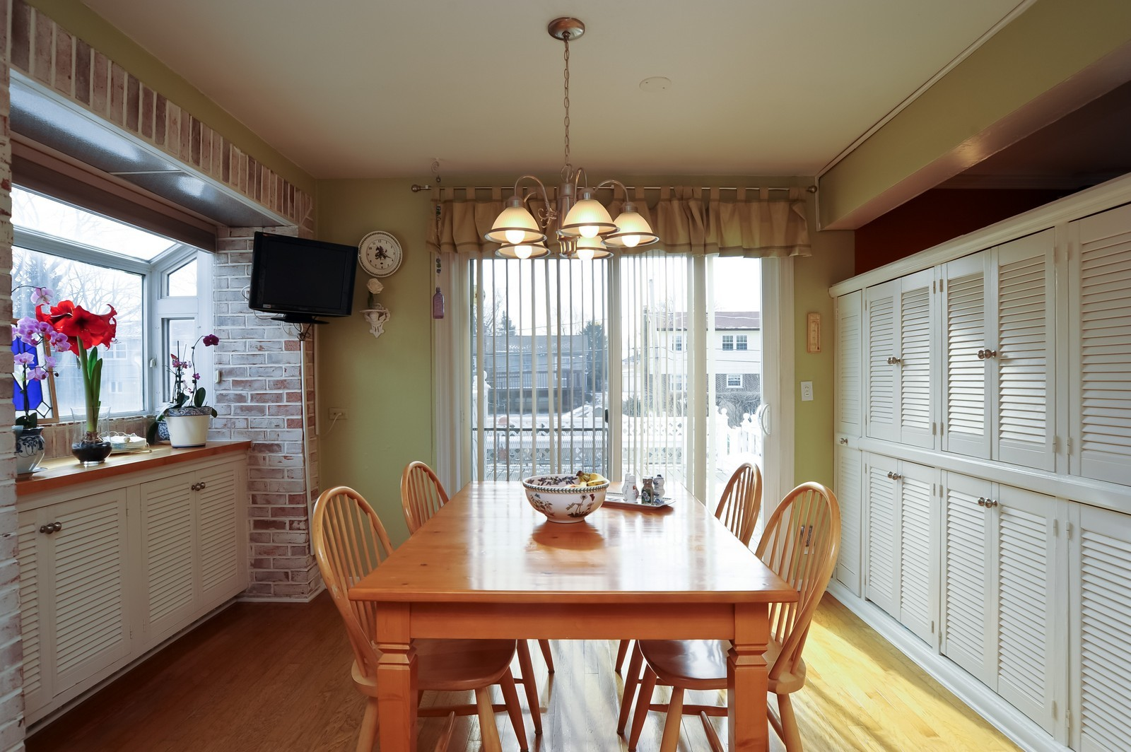 Real Estate Photography - 3 E Hintz, Arlington Heights, IL, 60004 - Breakfast Area