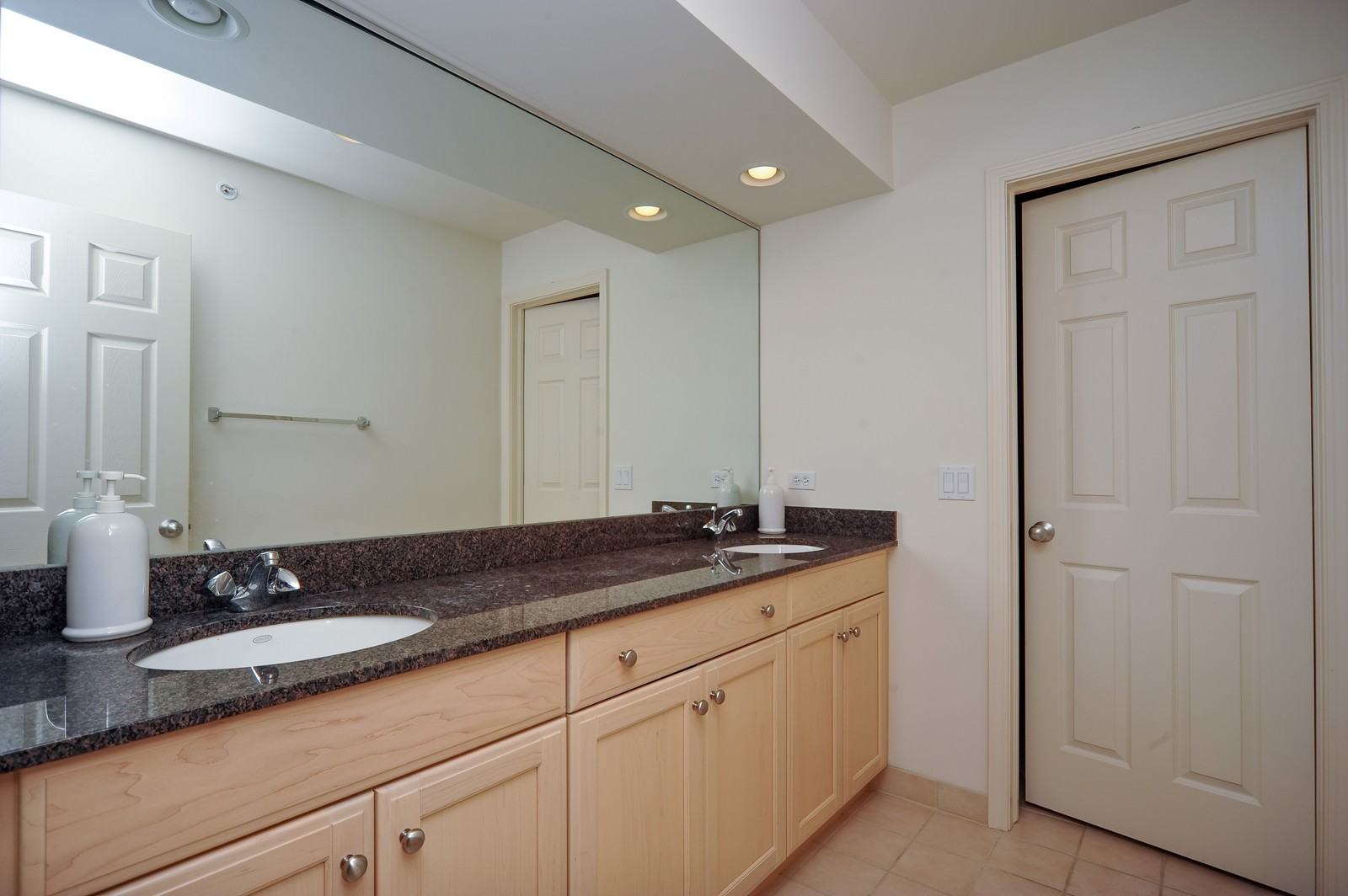 Real Estate Photography - 880 Spyglass, Highland Park, IL, 60035 - 2nd Bathroom