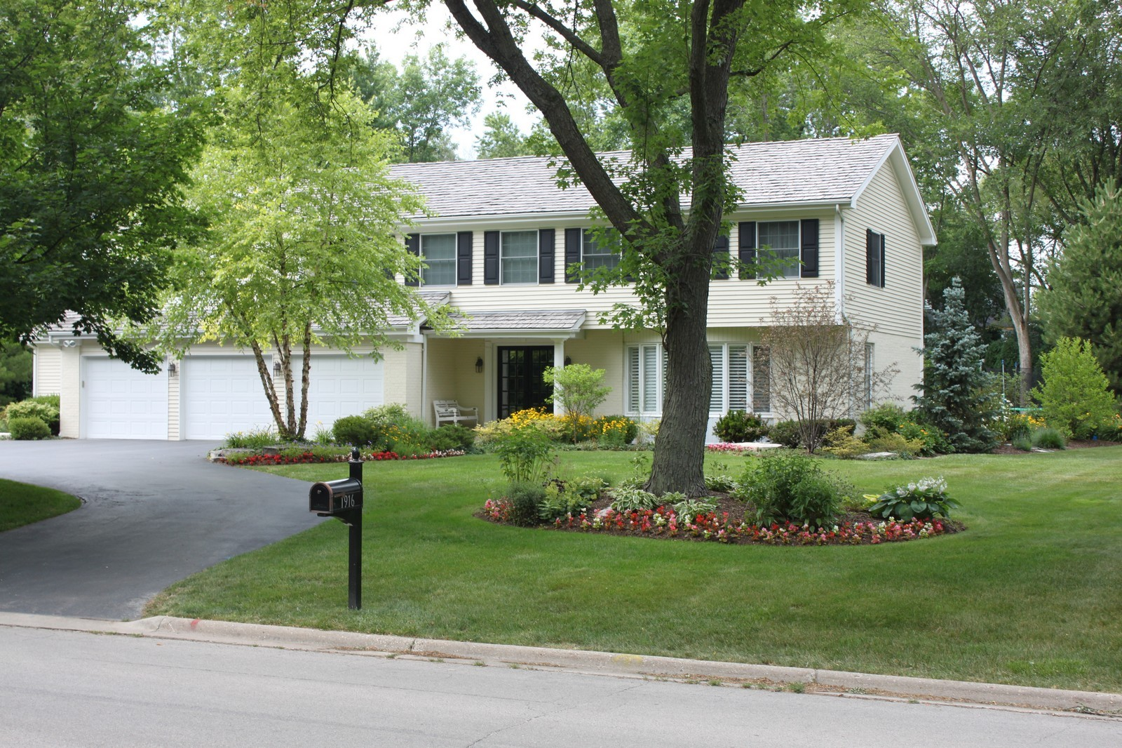 Real Estate Photography - 1916 Bowling Green, Lake Forest, IL, 60045 - Front View