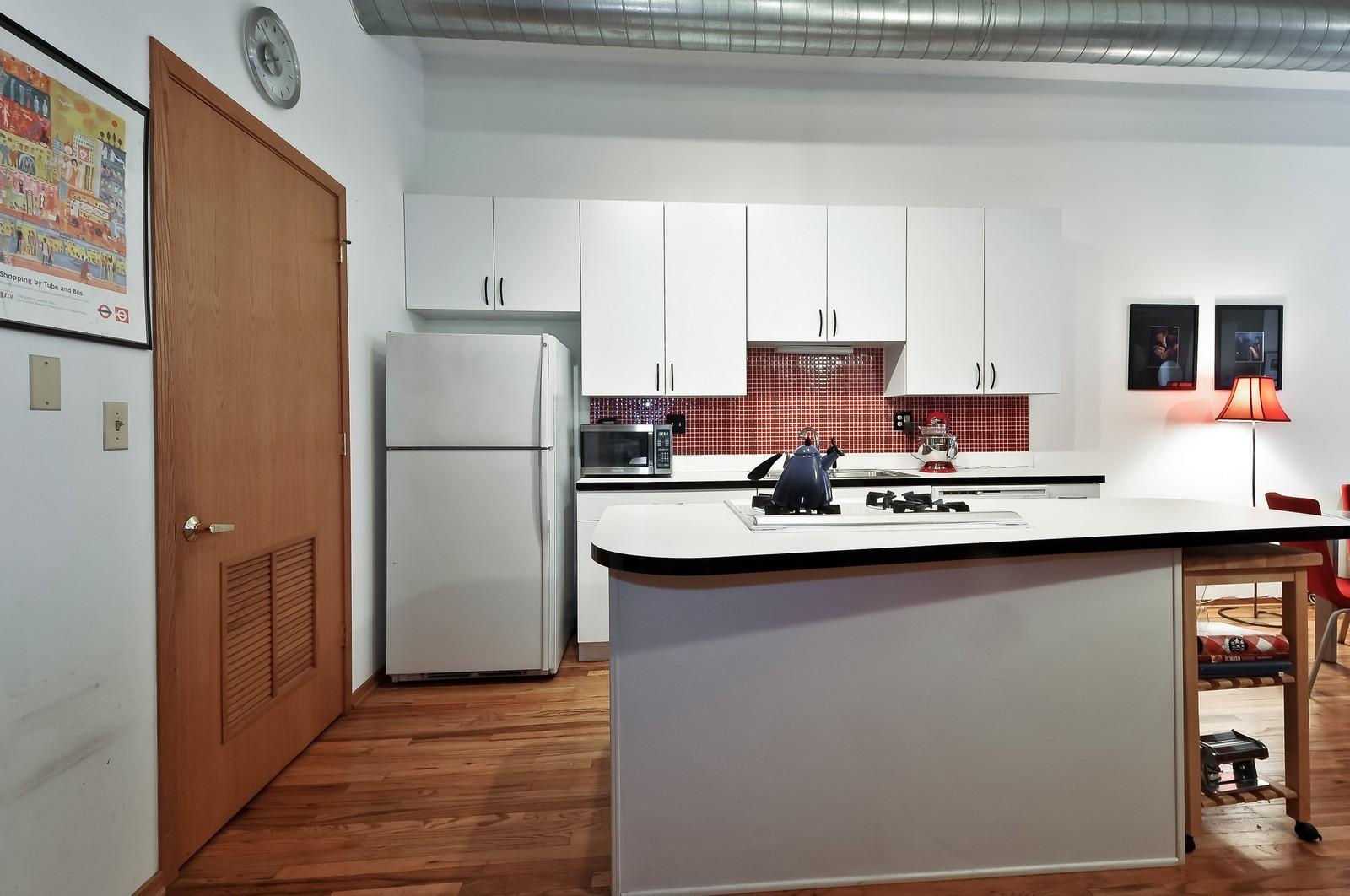 Real Estate Photography - 910 S Michigan, Unit 707, Chicago, IL, 60605 - Kitchen