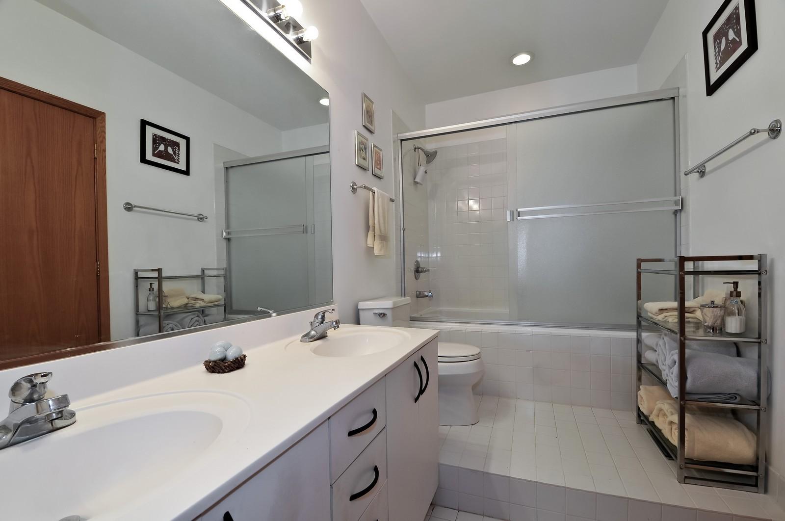 Real Estate Photography - 910 S Michigan, Unit 707, Chicago, IL, 60605 - Bathroom