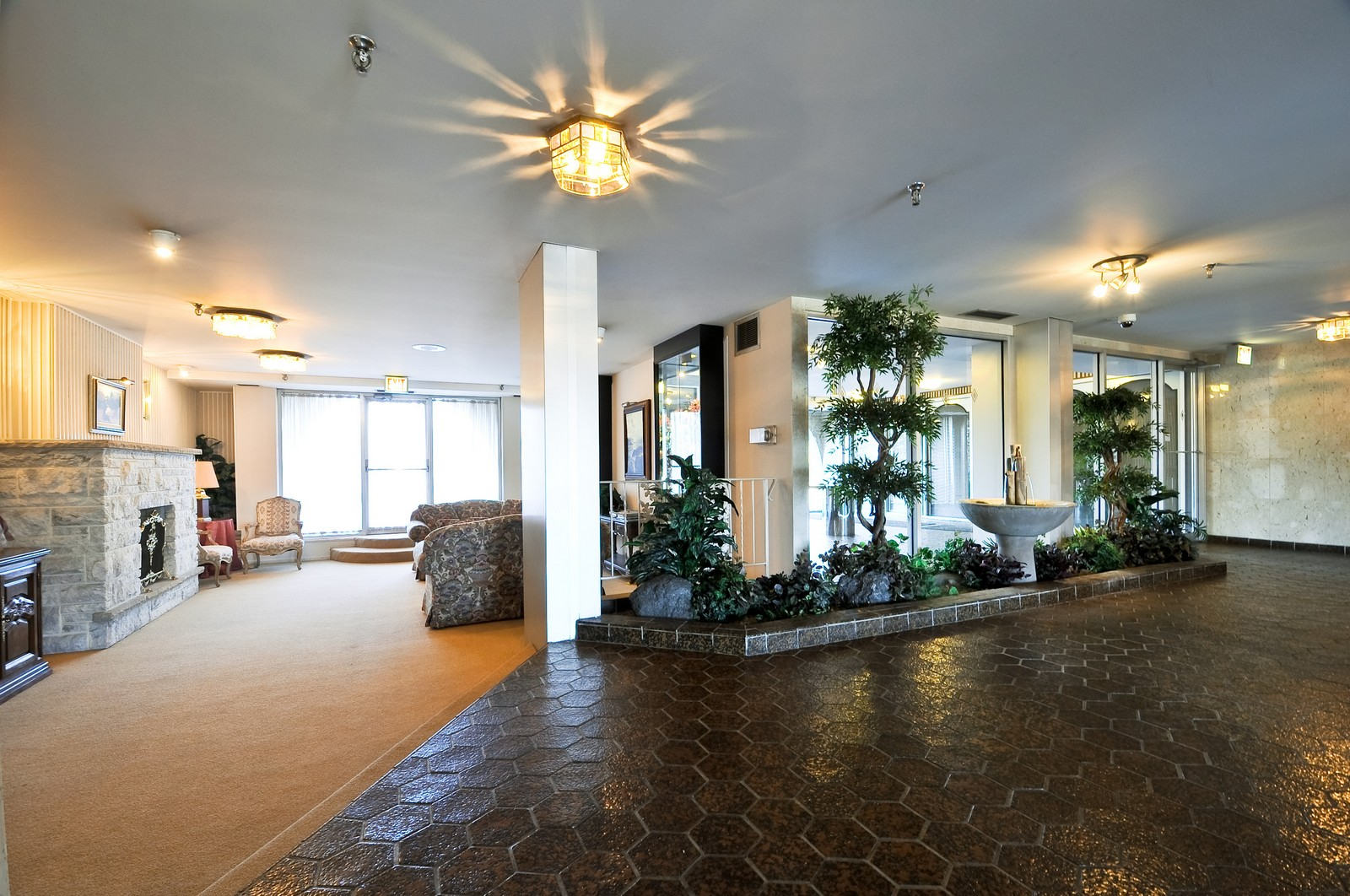 Real Estate Photography - 6400 N Cicero, Lincolnwood, IL, 60712 - Lobby