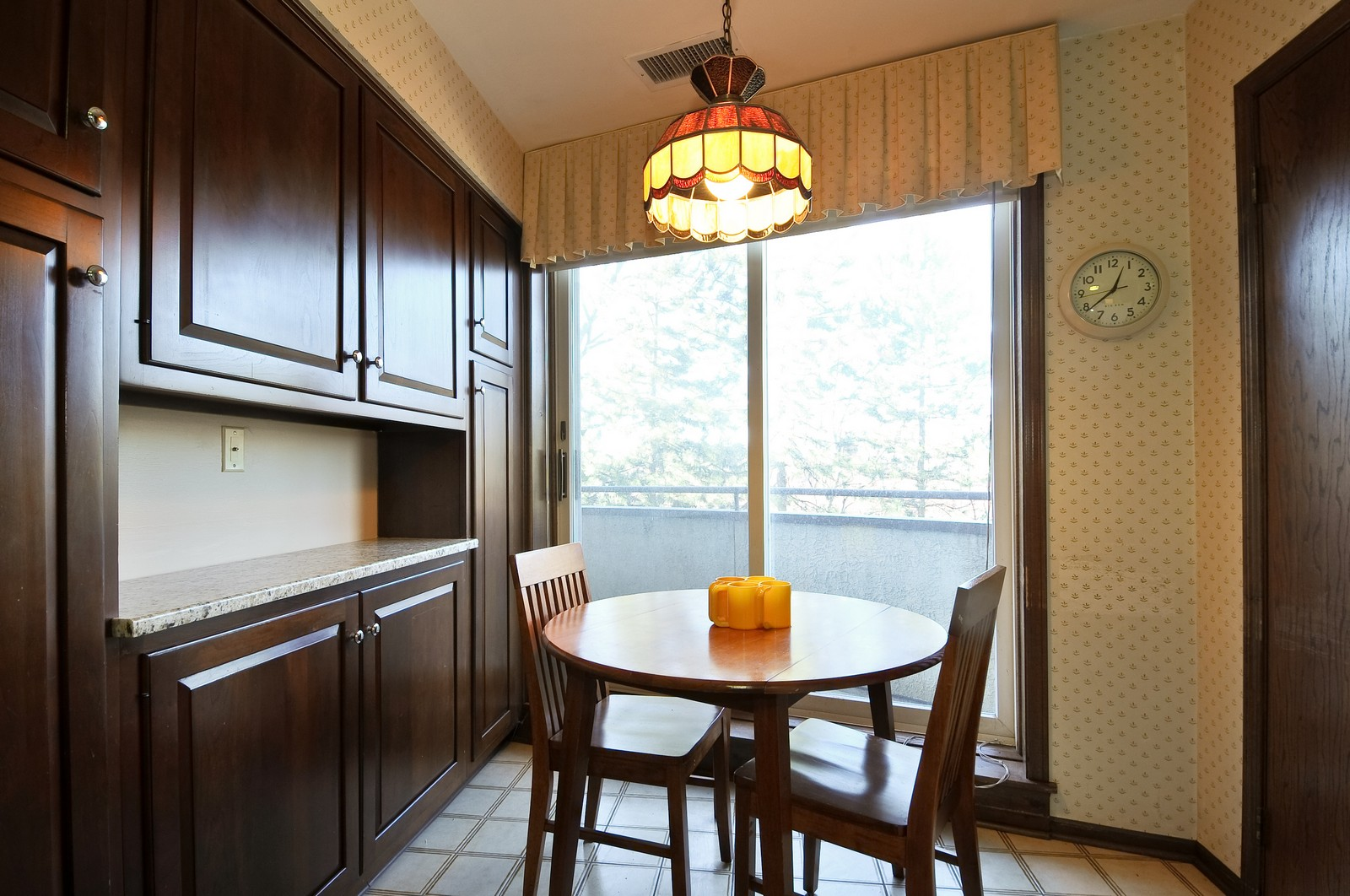 Real Estate Photography - 6400 N Cicero, Lincolnwood, IL, 60712 - Breakfast Area