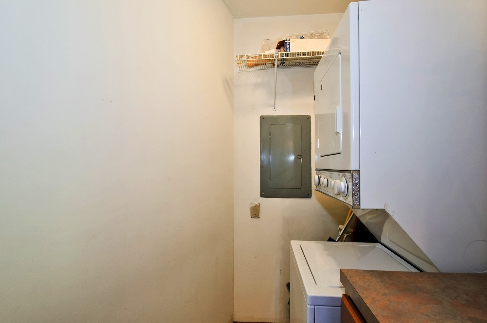 Real Estate Photography - 6400 N Cicero, Lincolnwood, IL, 60712 - Laundry Room