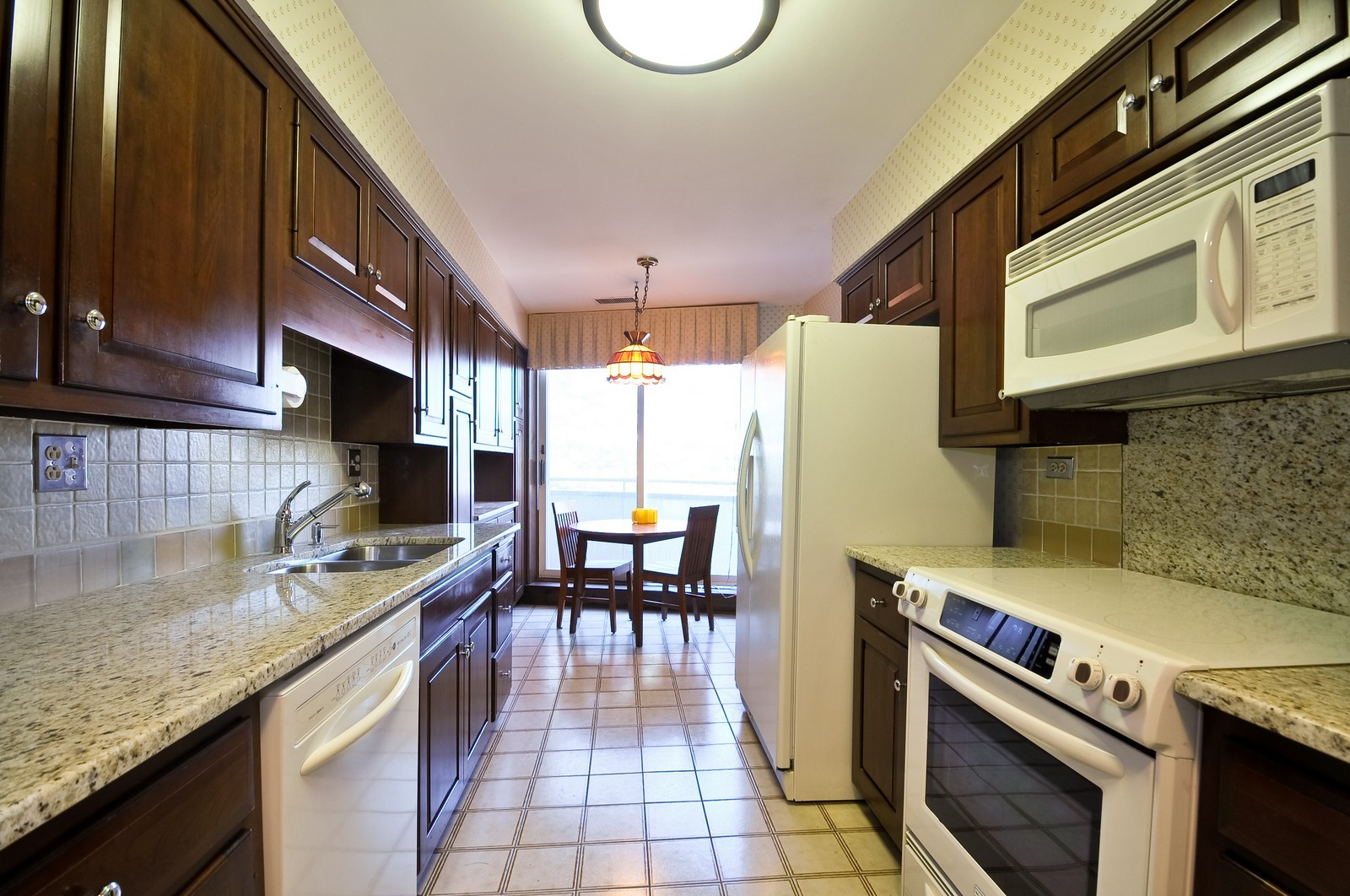 Real Estate Photography - 6400 N Cicero, Lincolnwood, IL, 60712 - Kitchen