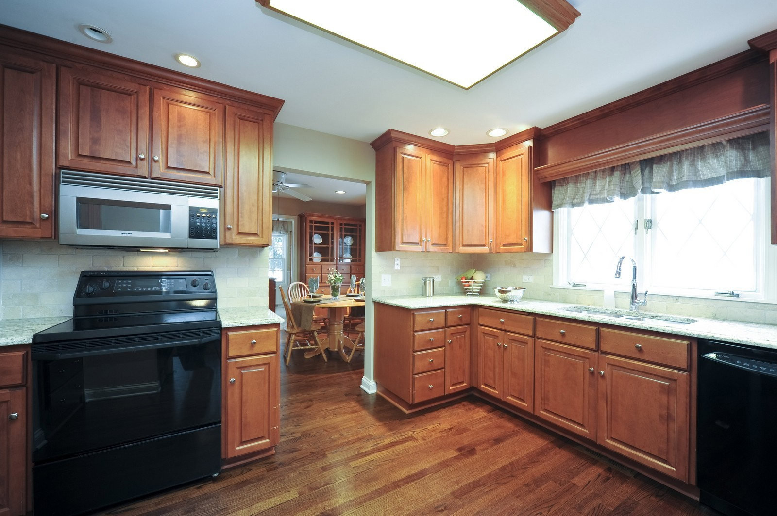 Real Estate Photography - 251 Grandview Ave., Glen Ellyn, IL, 60137 - Kitchen / Breakfast Room