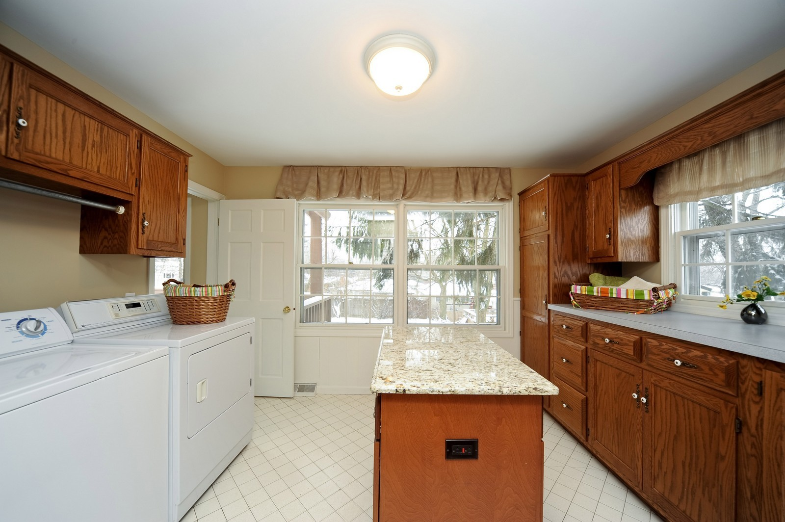 Real Estate Photography - 251 Grandview Ave., Glen Ellyn, IL, 60137 - Laundry Room
