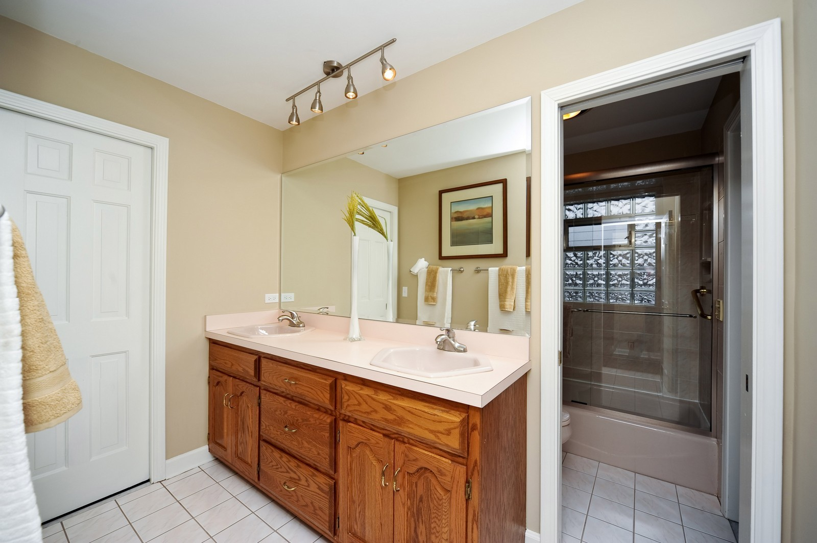 Real Estate Photography - 251 Grandview Ave., Glen Ellyn, IL, 60137 - 2nd Bathroom