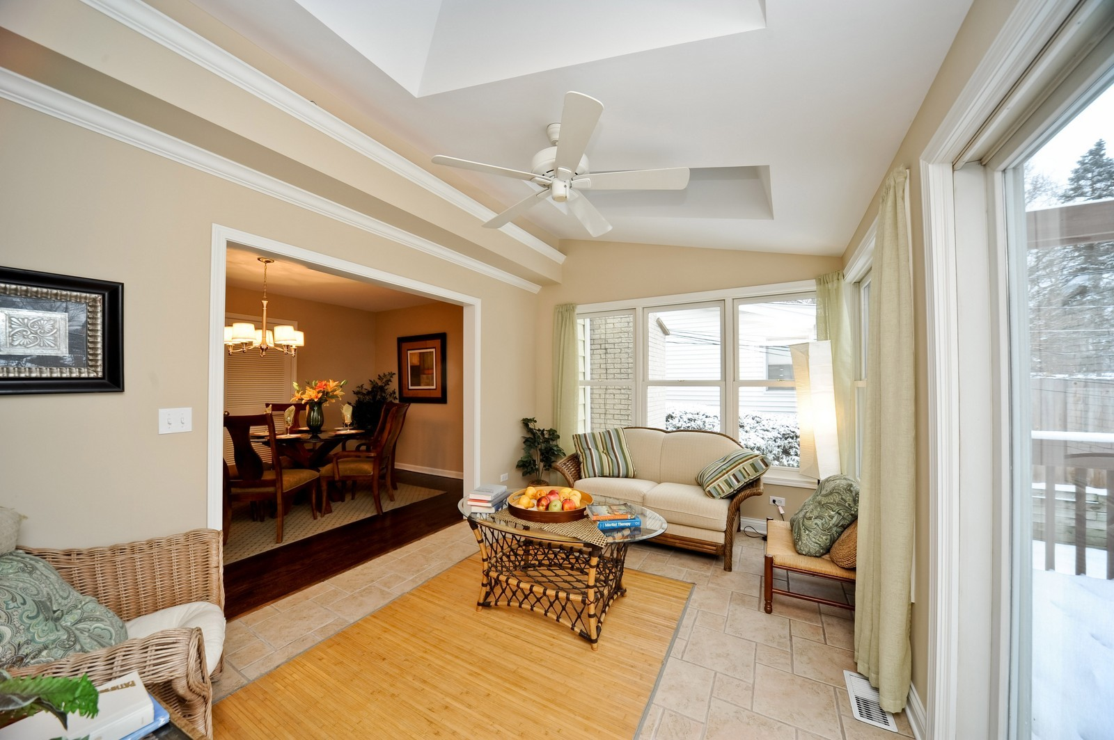 Real Estate Photography - 251 Grandview Ave., Glen Ellyn, IL, 60137 - Sun Room