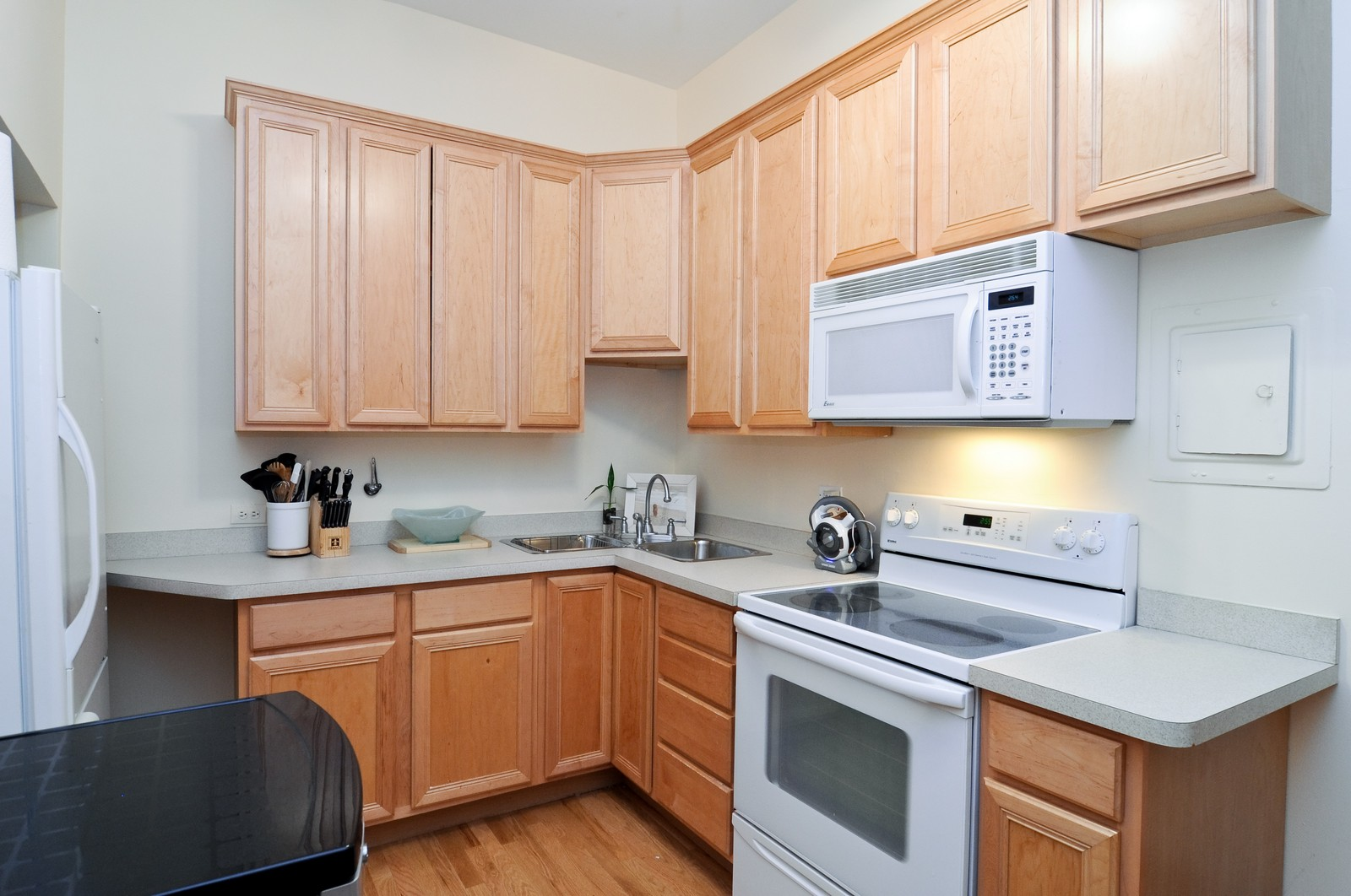 Real Estate Photography - 1743 N Cleveland, Unit 1R, Chicago, IL, 60614 - Kitchen
