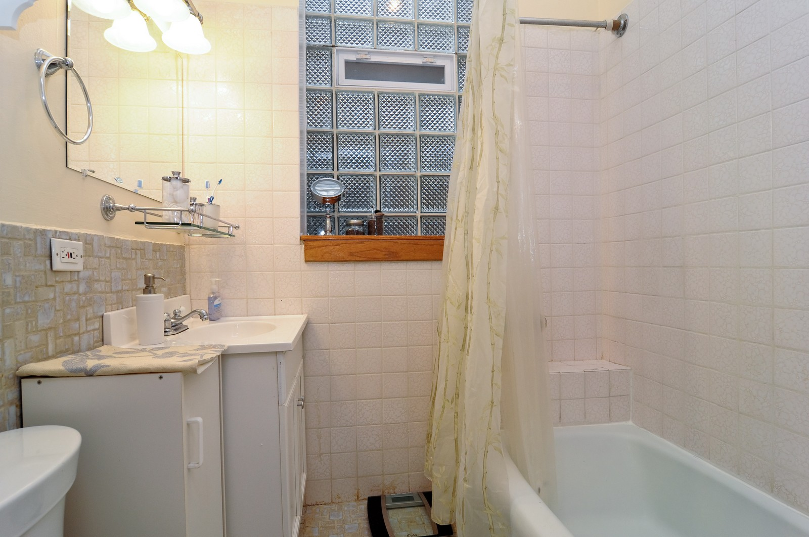Real Estate Photography - 1743 N Cleveland, Unit 1R, Chicago, IL, 60614 - Bathroom