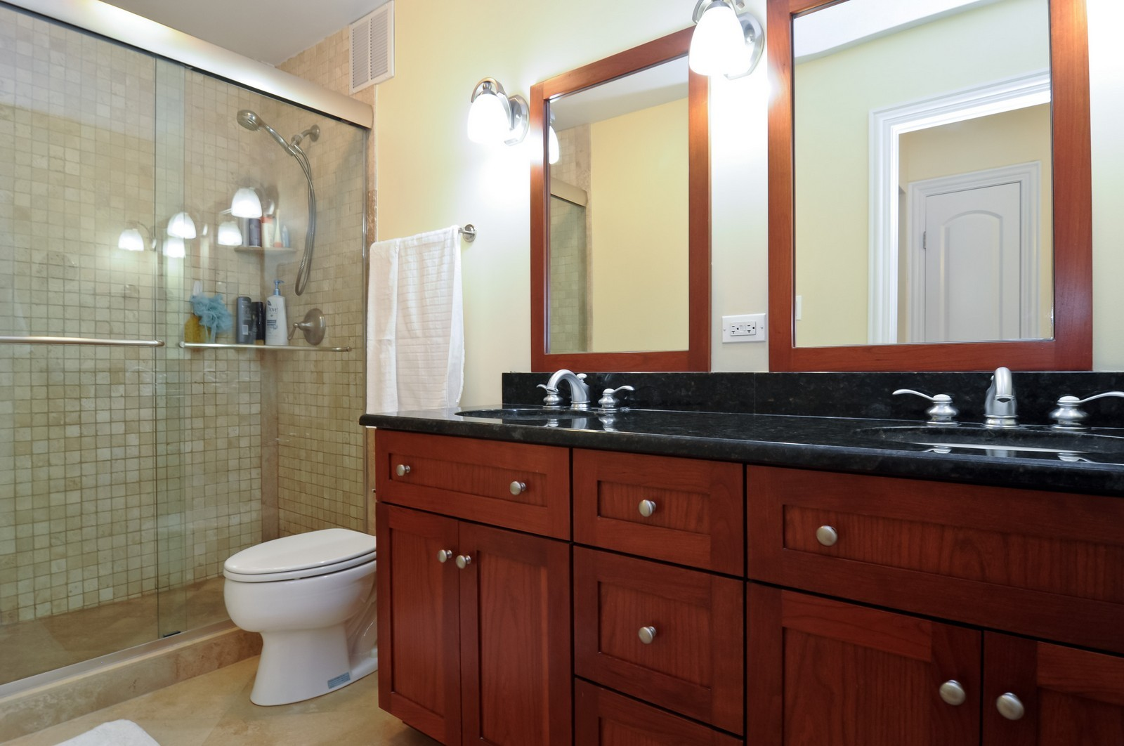 Real Estate Photography - 777 N. Michigan Ave., 2000, Chicago, IL, 60611 - Master Bathroom
