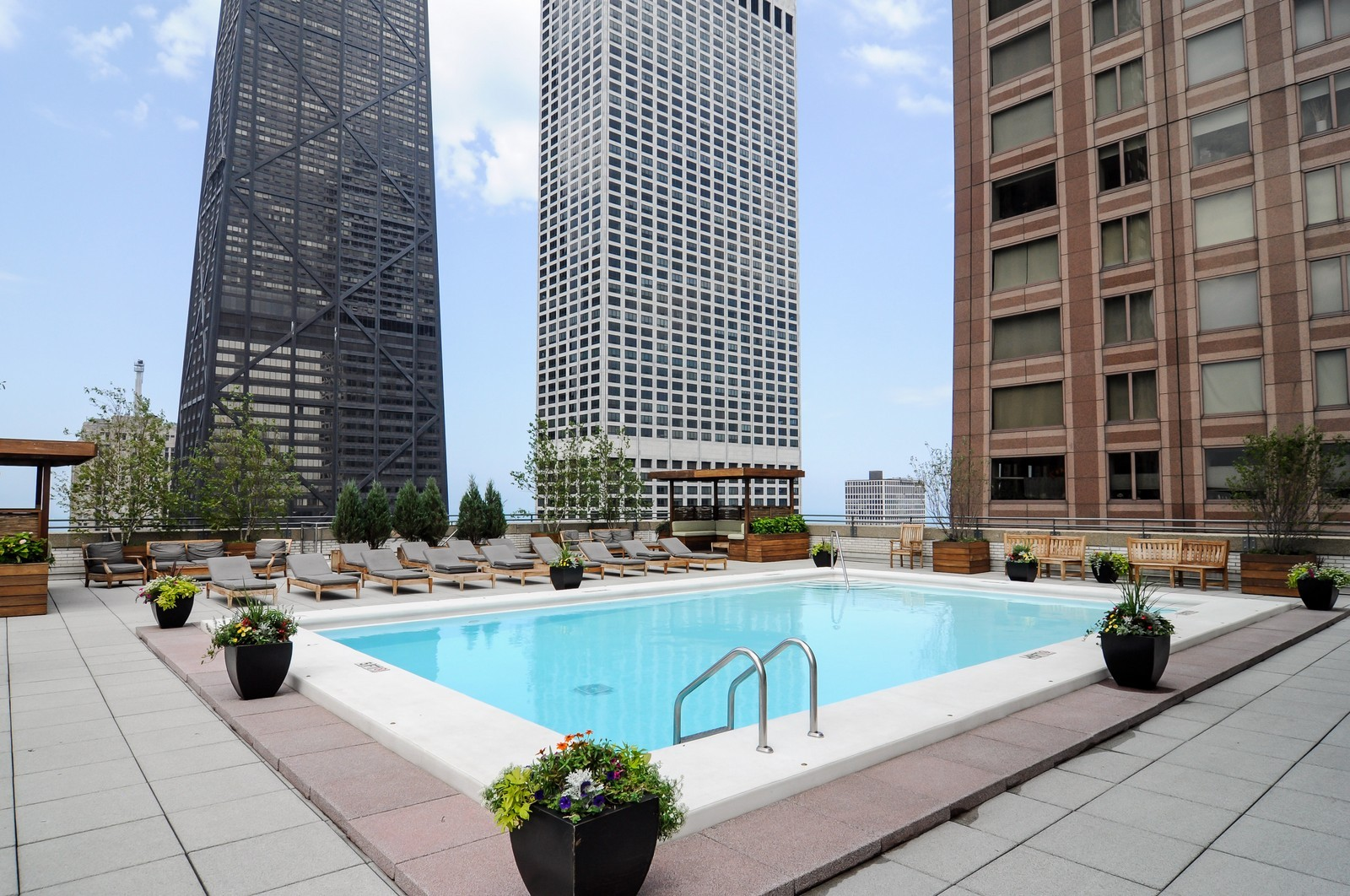 Real Estate Photography - 777 N. Michigan Ave., 2000, Chicago, IL, 60611 - Pool