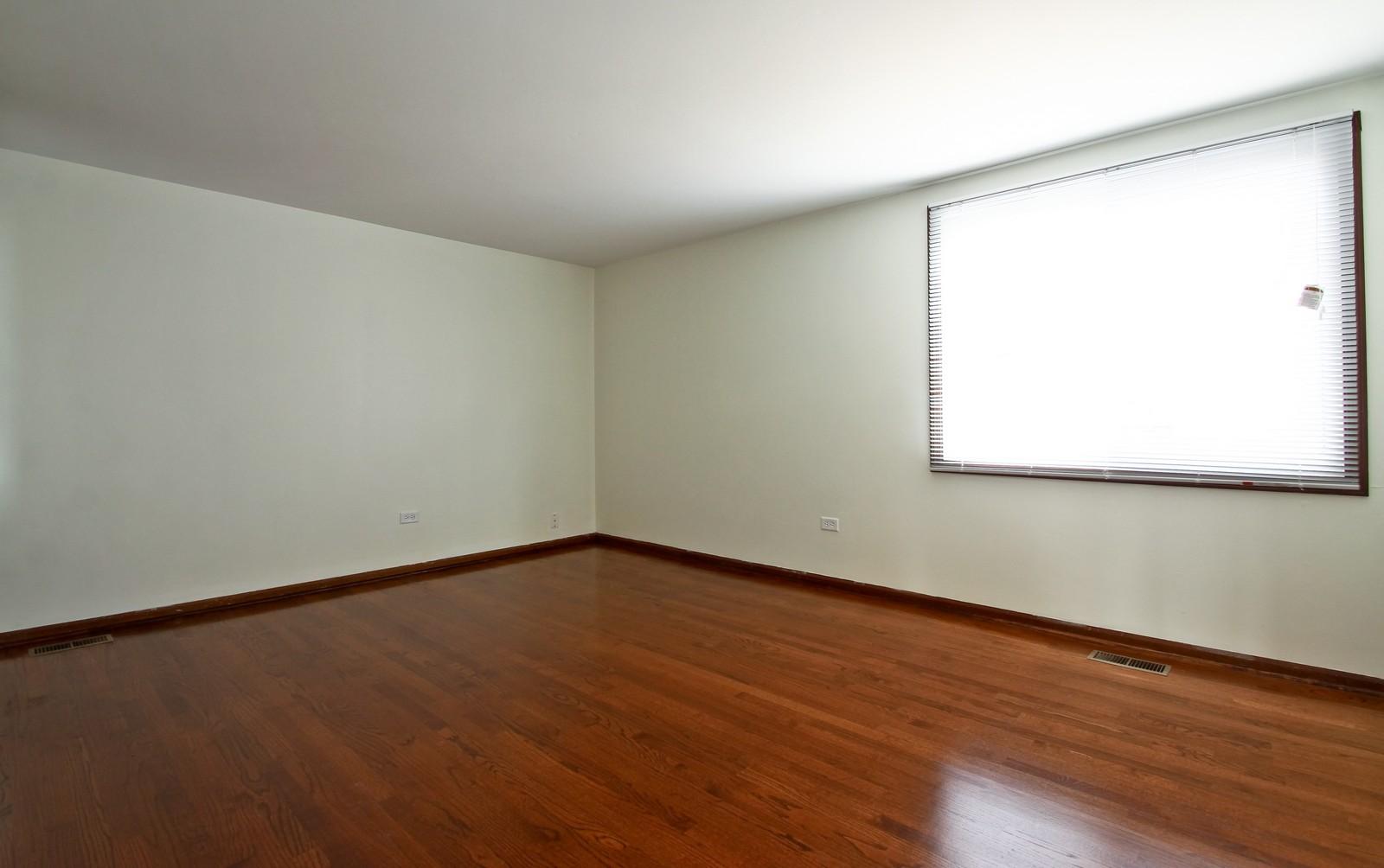 Real Estate Photography - 3133 N Stratford, Arlington Heights, IL, 60004 - Master Bedroom