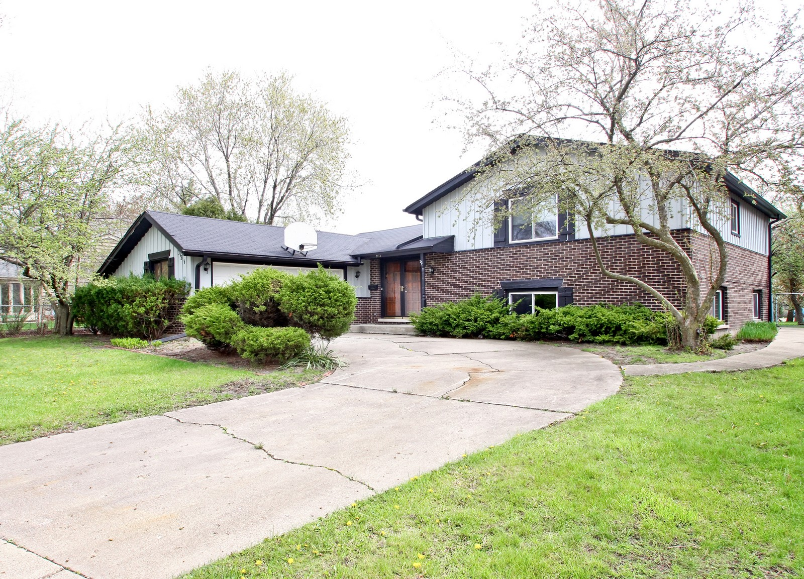 Real Estate Photography - 3133 N Stratford, Arlington Heights, IL, 60004 - Front View