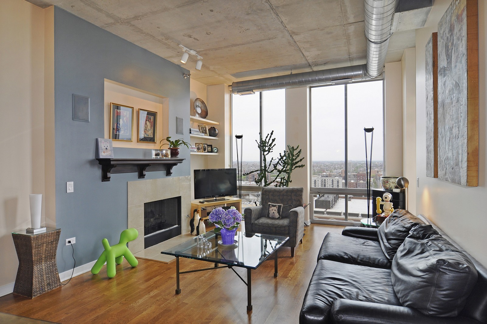 Real Estate Photography - 720 N Larrabee, Apt 1610, Chicago, IL, 60654 - Living Room