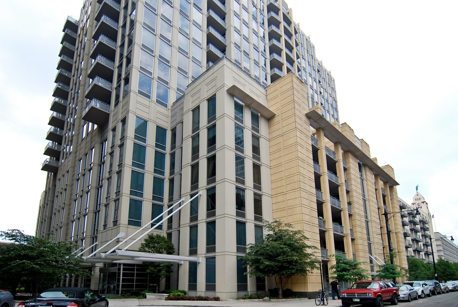 Real Estate Photography - 720 N Larrabee, Apt 1610, Chicago, IL, 60654 - Front View