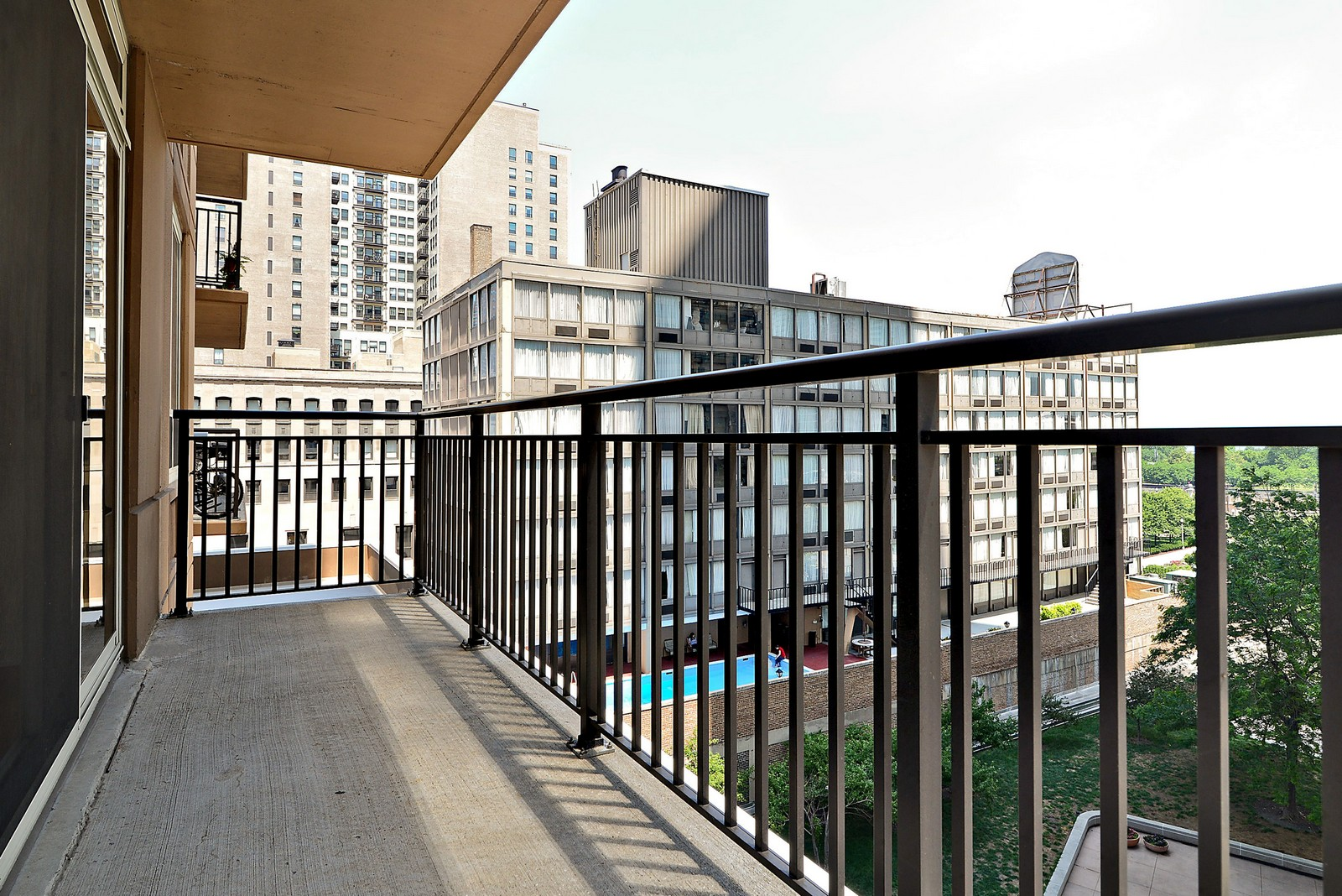 Real Estate Photography - 1111 S Wabash, Apt 703, Chicago, IL, 60605 - Terrace