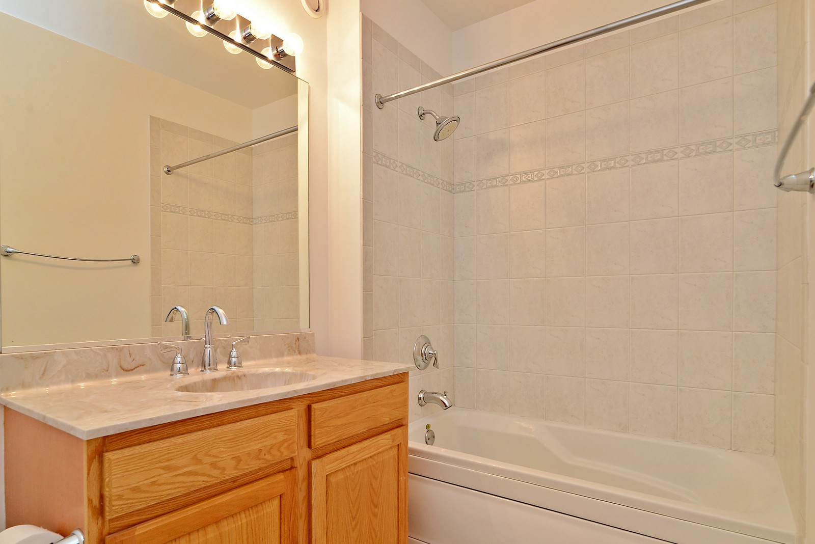 Real Estate Photography - 1111 S Wabash, Apt 703, Chicago, IL, 60605 - Master Bathroom