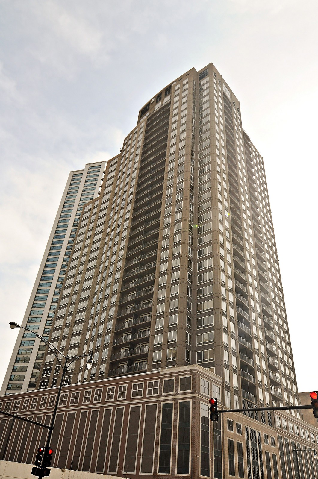 Real Estate Photography - 1111 S Wabash, Apt 703, Chicago, IL, 60605 - Front View