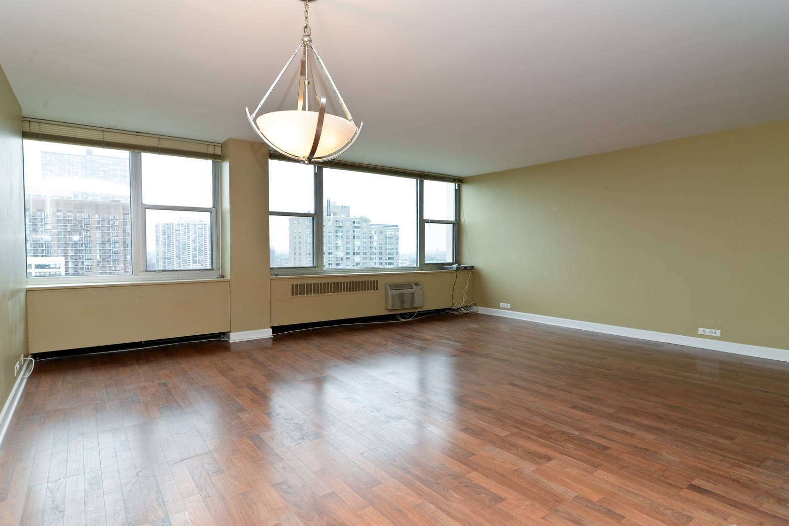 Real Estate Photography - 4250 N Marine Dr, Unit 1806S, Chicago, IL, 60613 - Living Room