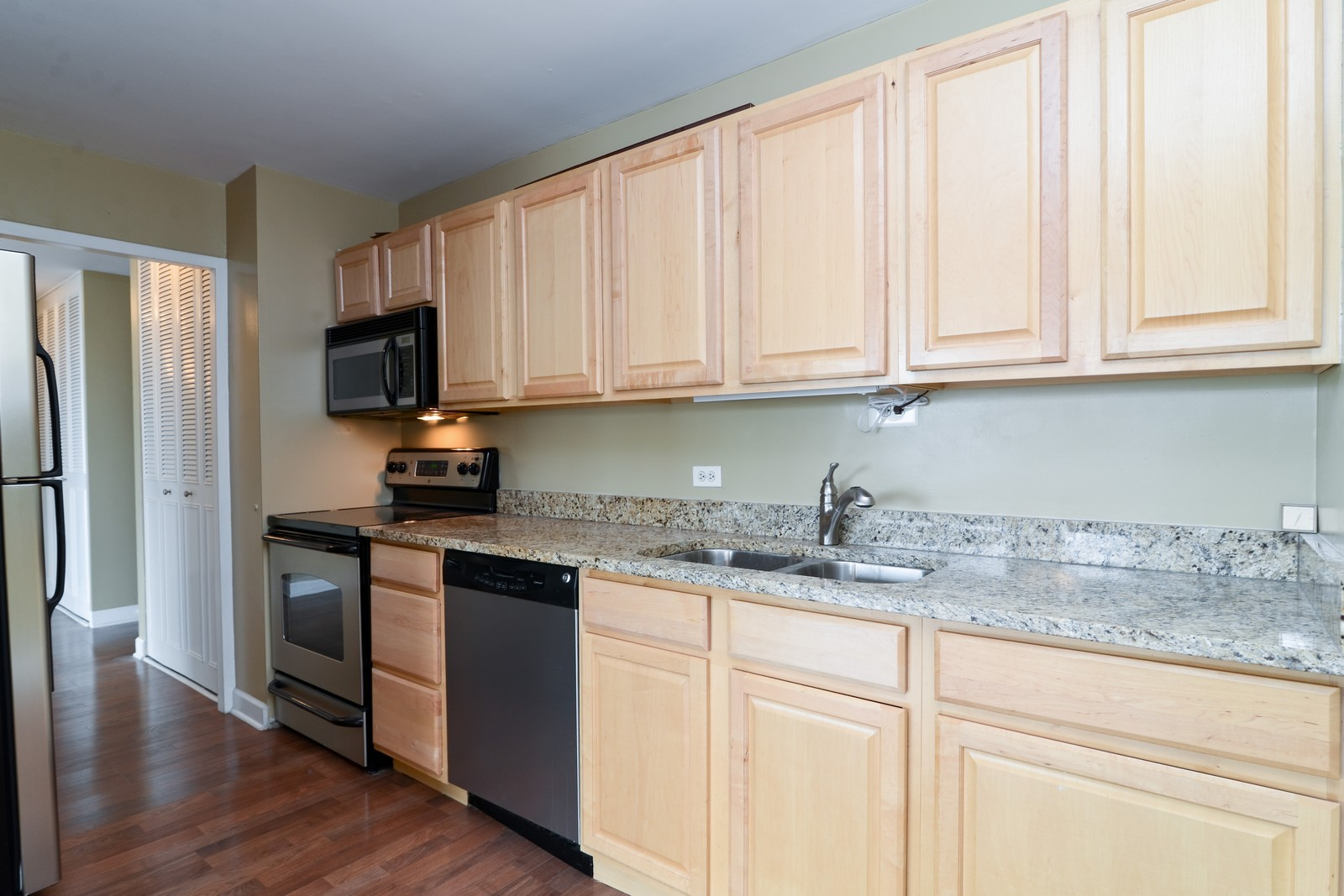 Real Estate Photography - 4250 N Marine Dr, Unit 1806S, Chicago, IL, 60613 - Kitchen