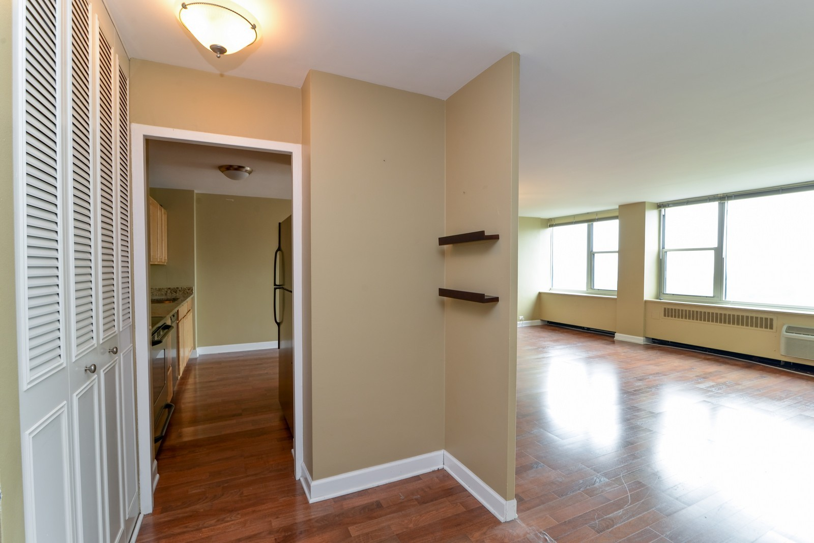 Real Estate Photography - 4250 N Marine Dr, Unit 1806S, Chicago, IL, 60613 - Hallway