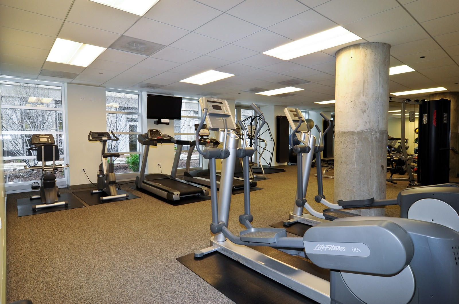 Real Estate Photography - 720 N Larrabee, Apt 1013, Chicago, IL, 60654 - Exercise Room