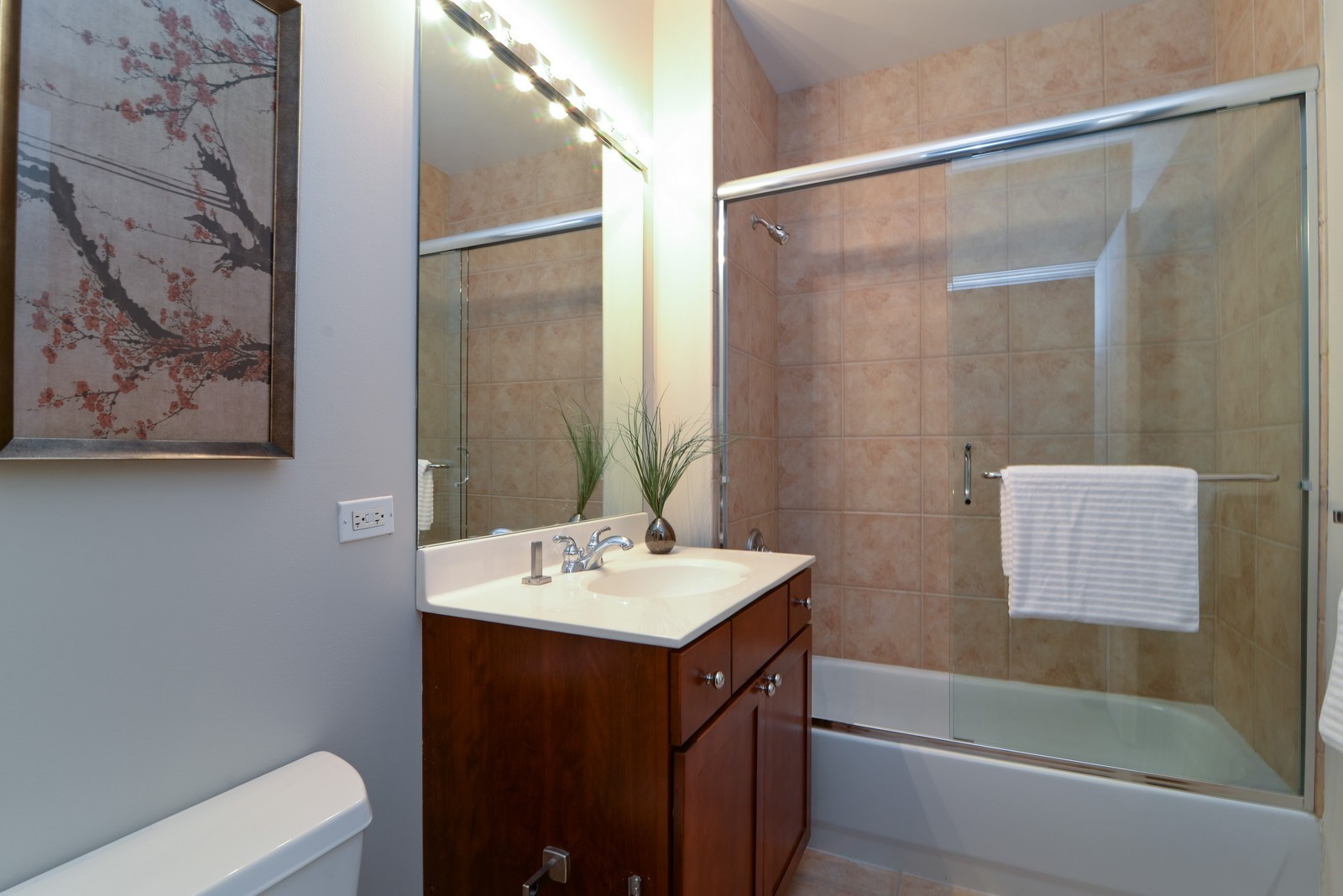 Real Estate Photography - 720 N Larrabee, Apt 1013, Chicago, IL, 60654 - Bathroom