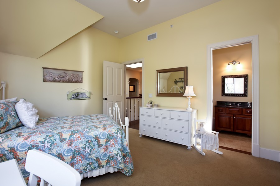 Real Estate Photography - 37 Chestnut, Clarendon Hills, IL, 60514 - 2nd Bedroom