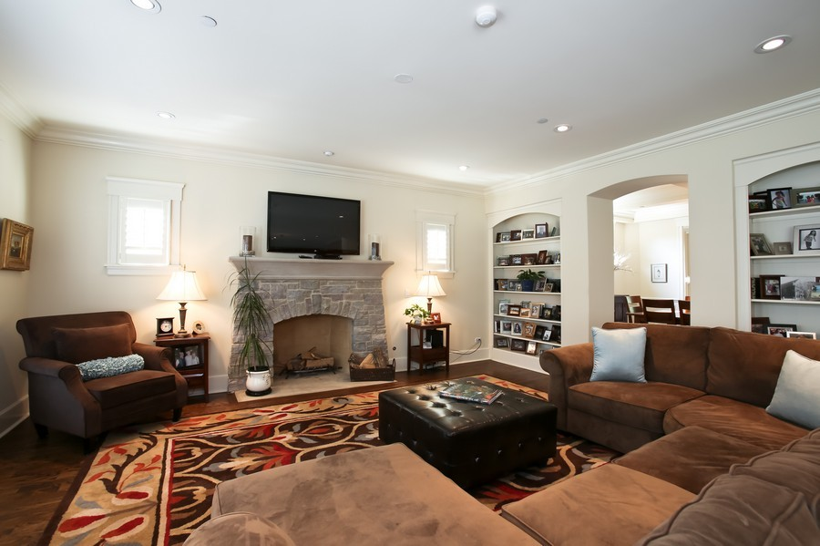 Real Estate Photography - 37 Chestnut, Clarendon Hills, IL, 60514 - Family Room